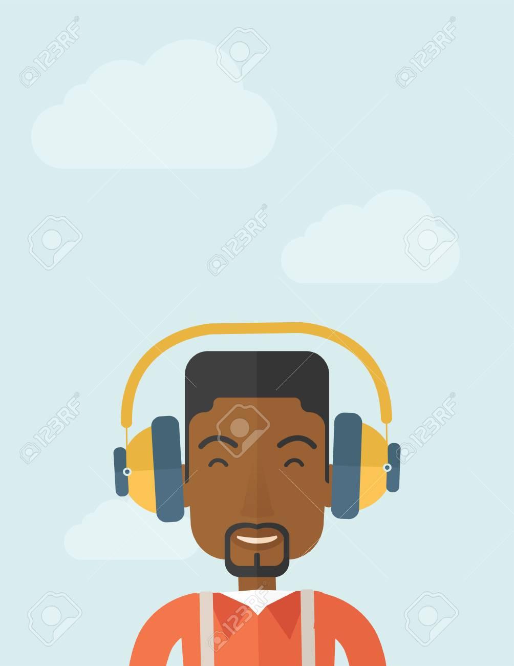 Ein Glücklicher Schwarzer Junger Kerl, Der Musik Mit Kopfhörern Hört ...