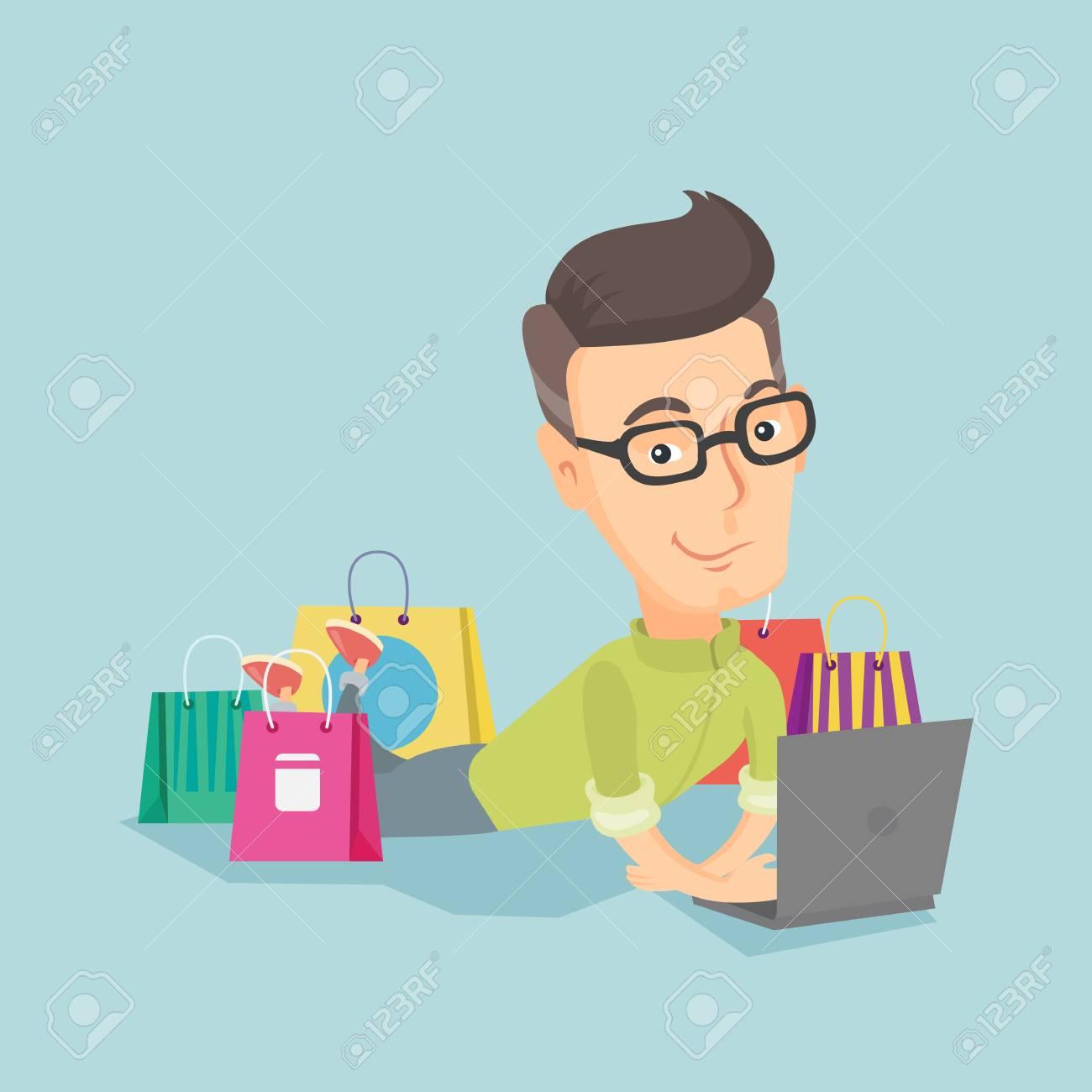 1070edc3bd3b4 Homme Caucasien Adulte à L aide D un Ordinateur Portable Pour Faire Du  Shopping En Ligne. Homme Souriant Couché Avec Un Ordinateur Portable Et Des  Sacs à ...
