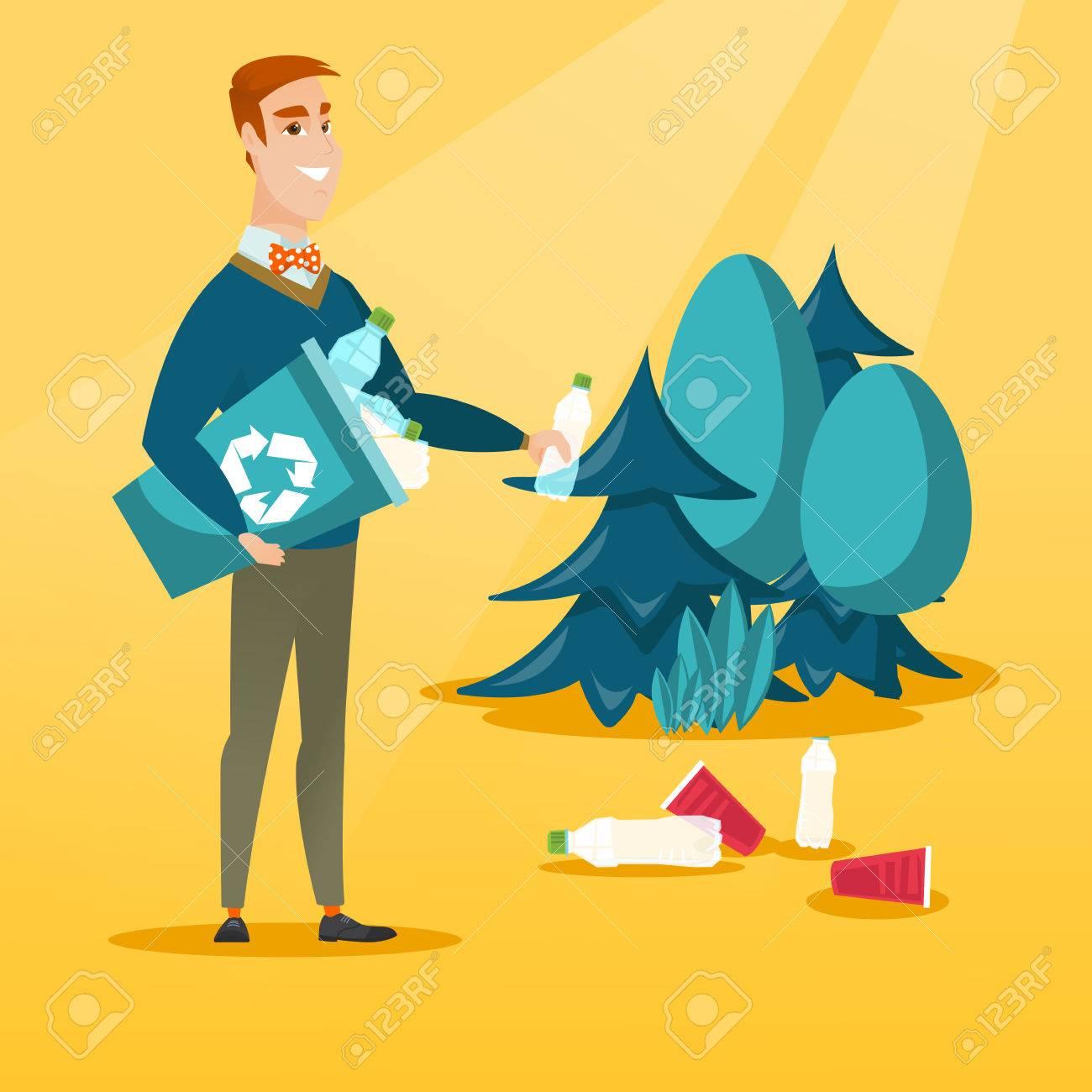 Hombre caucásico recogiendo basura en papelera de reciclaje. Hombre feliz con papelera de reciclaje en la mano recogiendo botellas de plástico usadas