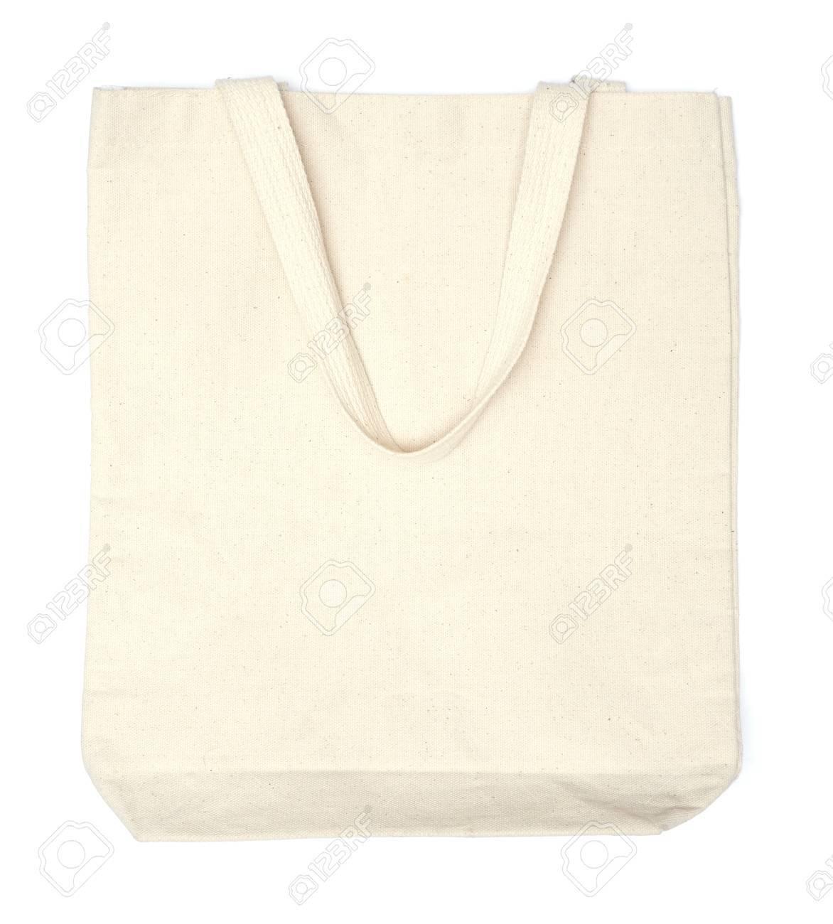 c61db02fc Crema de bolsas ecológicas de algodón en el fondo blanco Foto de archivo -  32566085