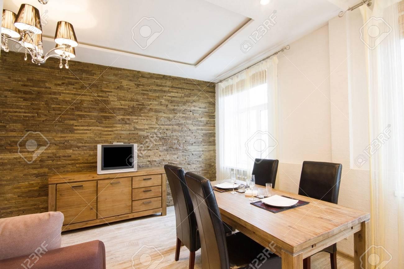 Modernes Interieur Aus Einem Wohnzimmer Studio. Große, Geräumige ...