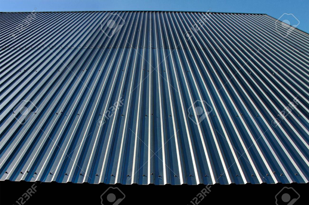 Metal roof is good protection - 13926302