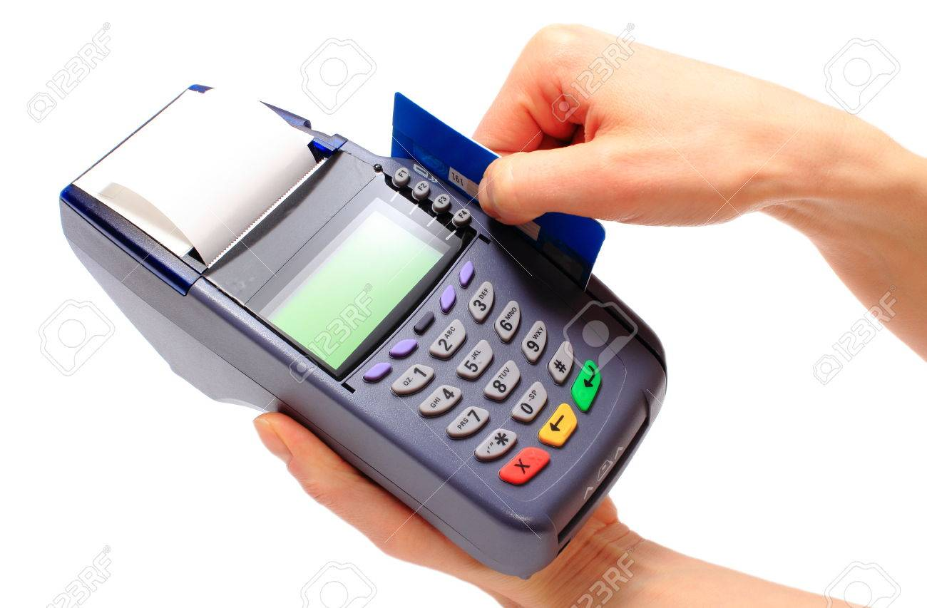 Resultado de imagen para mano pagando con tarjeta de credito visa