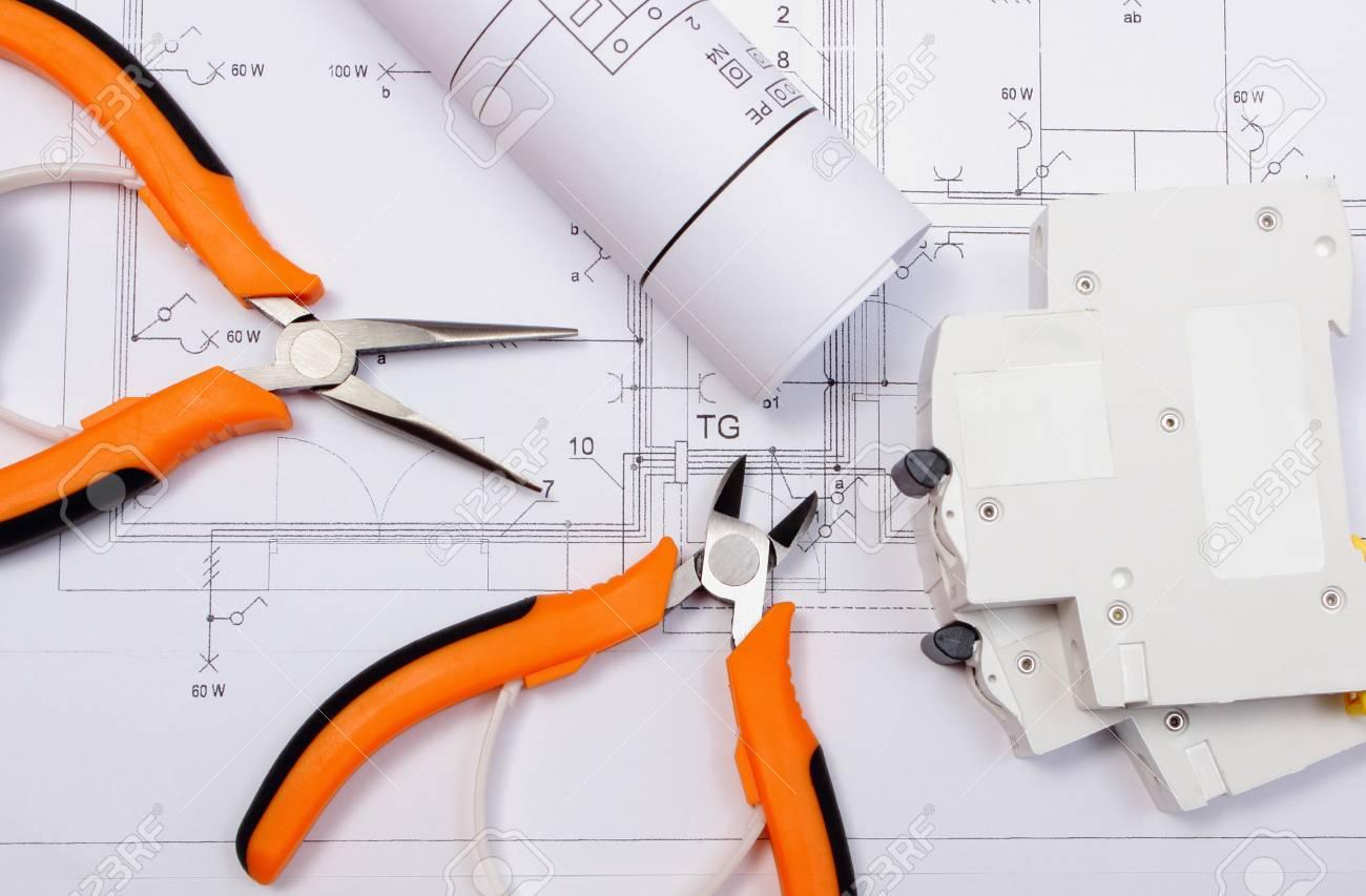 Rolls Der Schaltpläne, Elektrische Sicherung Und Arbeitswerkzeuge ...