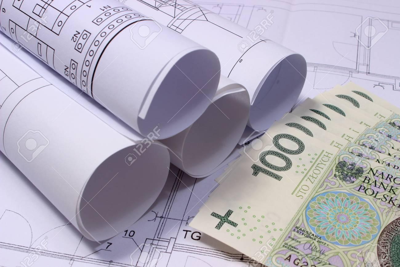 Schemi Elettrici Casa : Rotoli di schemi elettrici e mucchio di banconote che si trovano