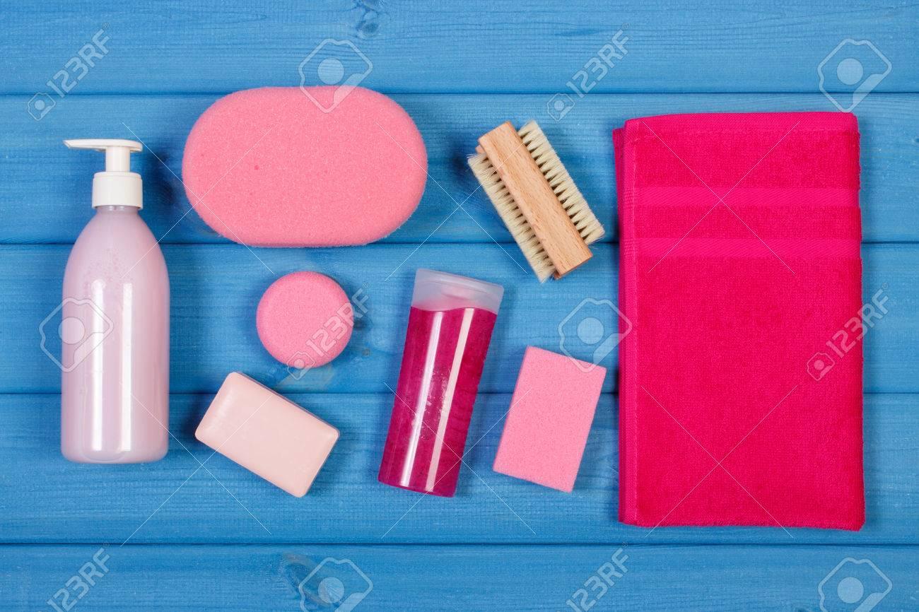 Cosméticos Y Accesorios Para La Higiene Personal En El Cuarto De ...