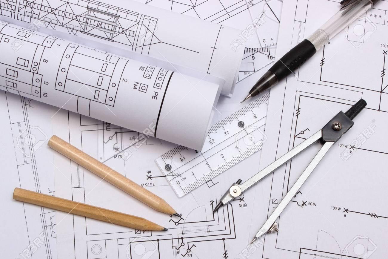 Schemi Elettrici Per Casa : Rotoli di schemi elettrici ed accessori per il disegno disteso sul