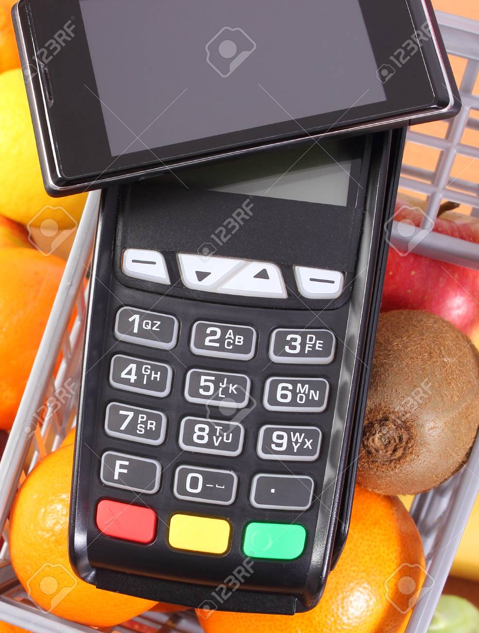 Payment terminal, credit card reader with mobile phone with NFC