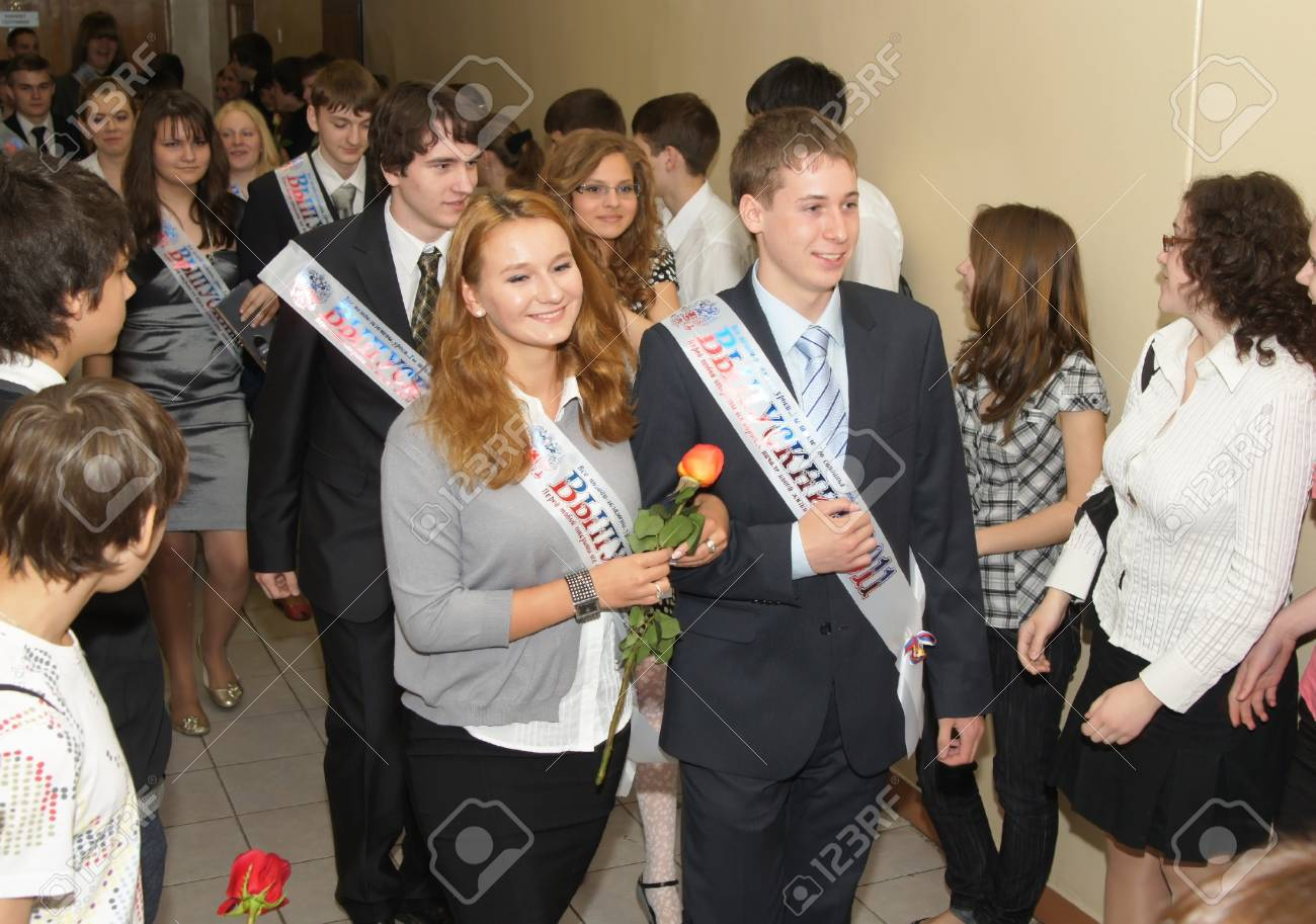Pupils rejoice to leaving school at the bottom of leaving school in Moscow Stock Photo - 10310793