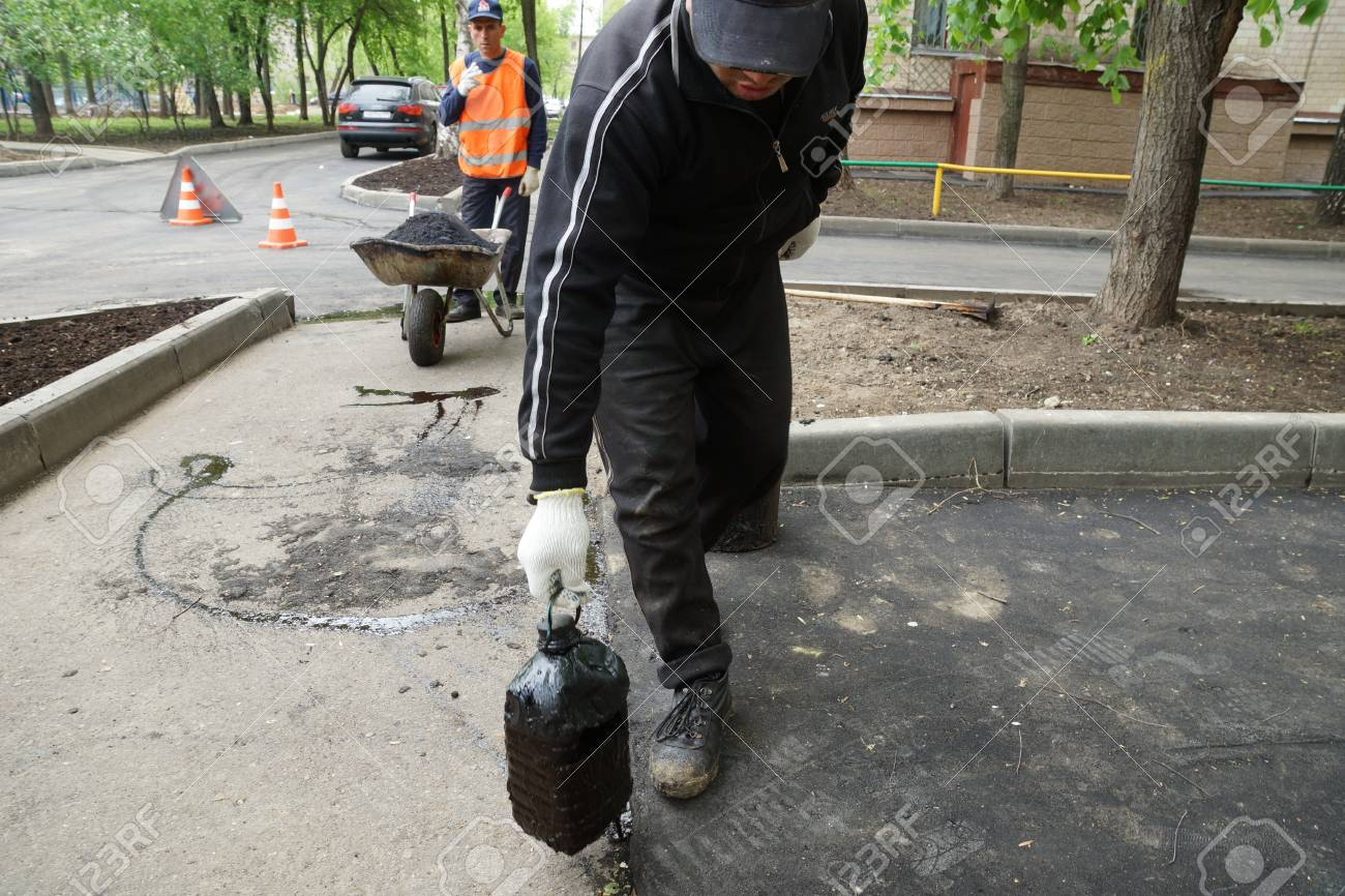 14_05_2012 Moscow, Russia. Road workers repair an asphalt covering Stock Photo - 13714953