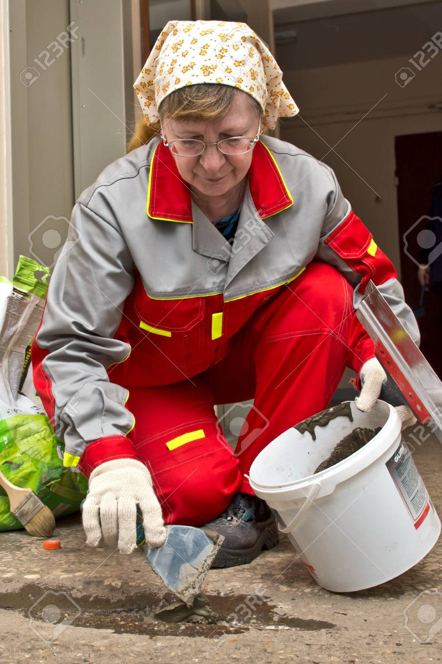 February 15, 2013, Moscow. Workers make repairs to the porch of a house. Stock Photo - 18112448