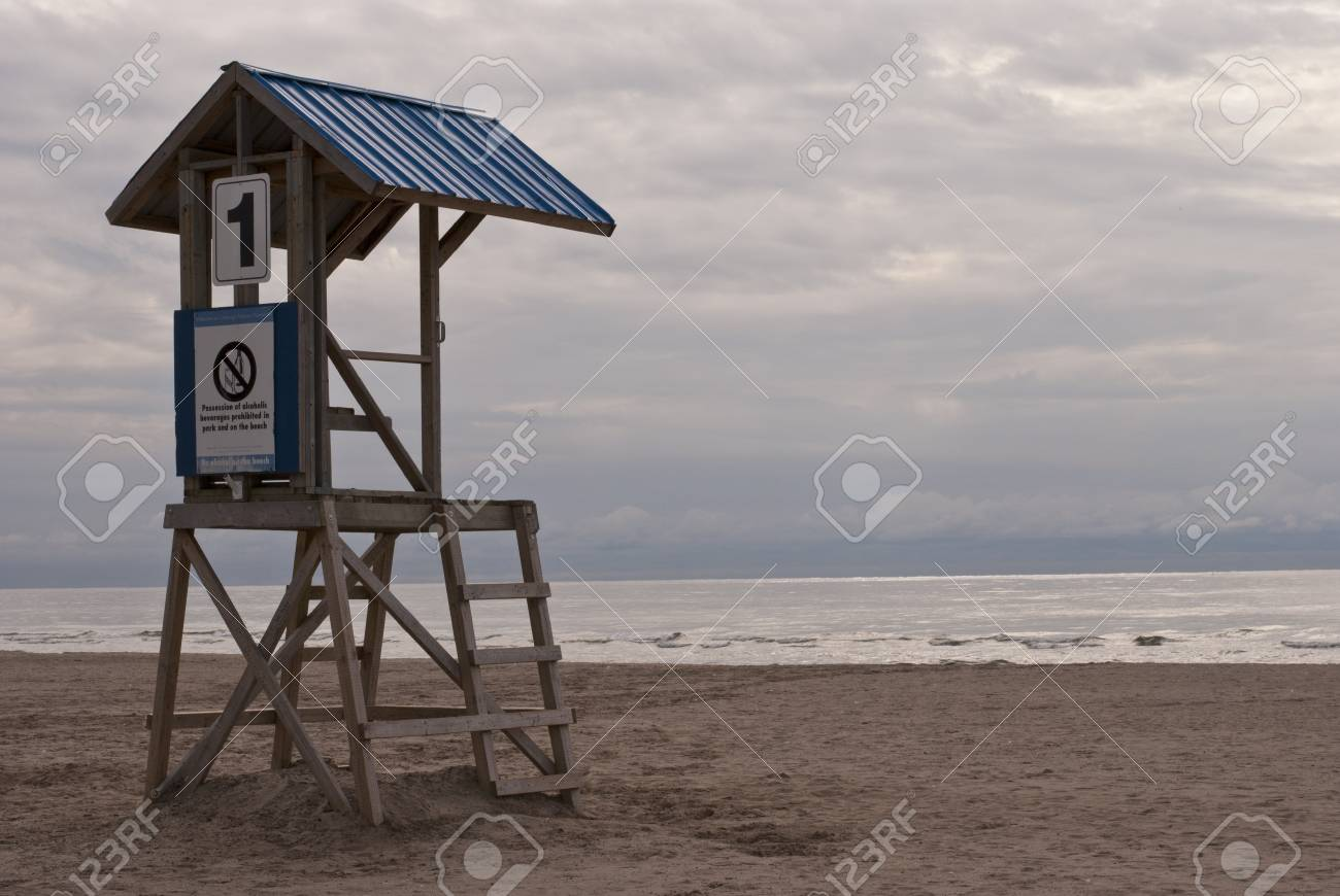 An empty lifeguard tower overlooks an empty beach and a stormy skyline Stock Photo - 15587604