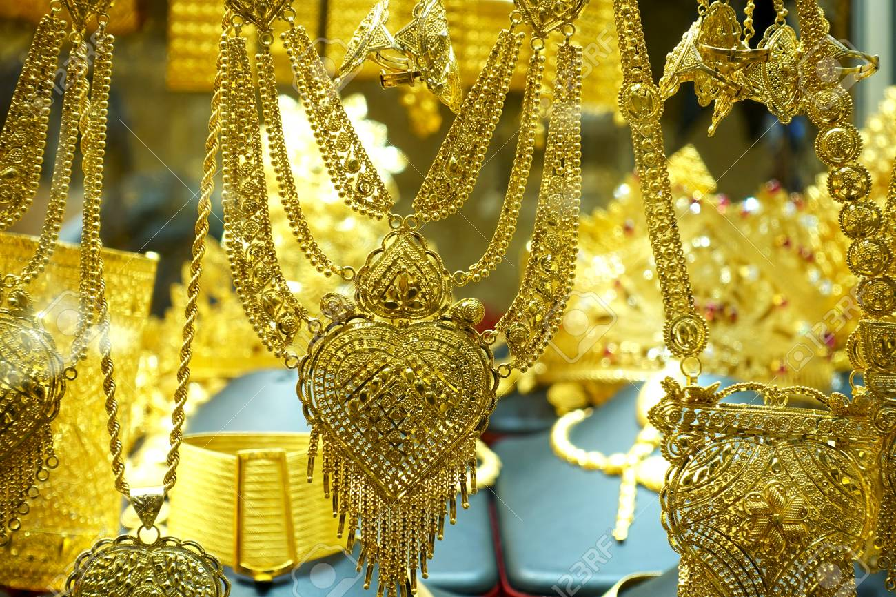 A lot of gold necklaces, chains and bracelets in a jewelry store