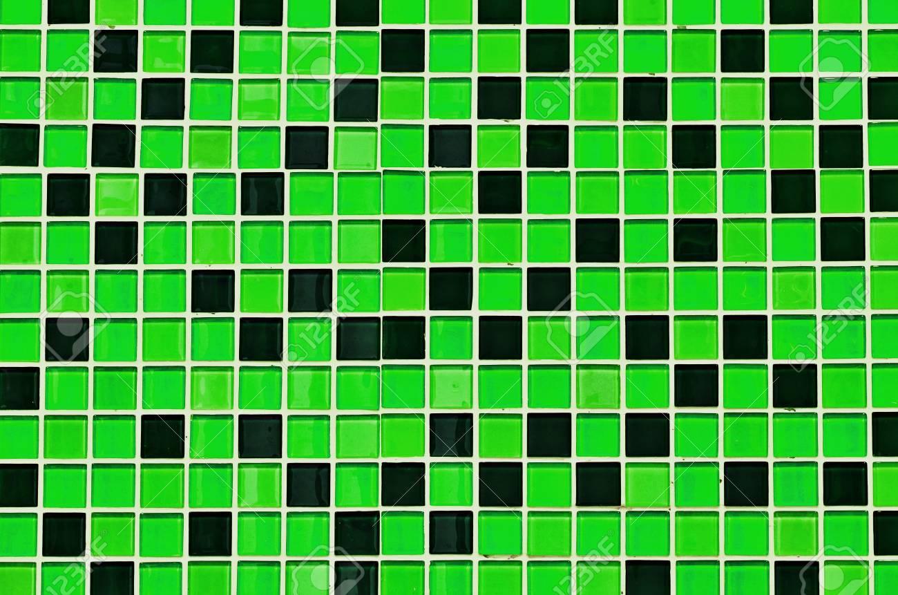 Mosaïque De Verre De Couleur Verte Dans La Salle De Bain Banque D ...
