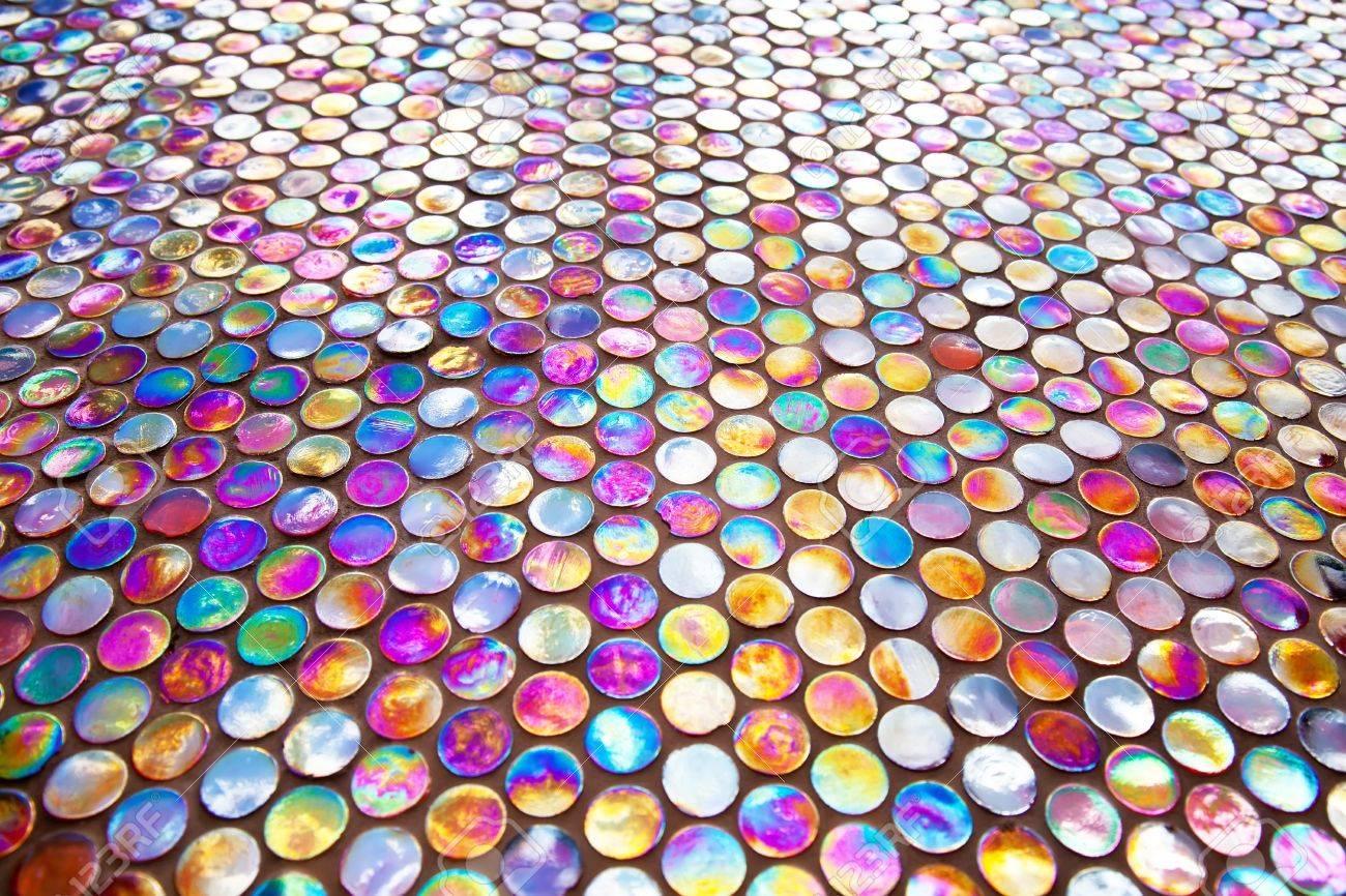 Glas Mozaiek Tegels : Ronde nacreous paars glas mozaïek tegel patroon royalty vrije foto