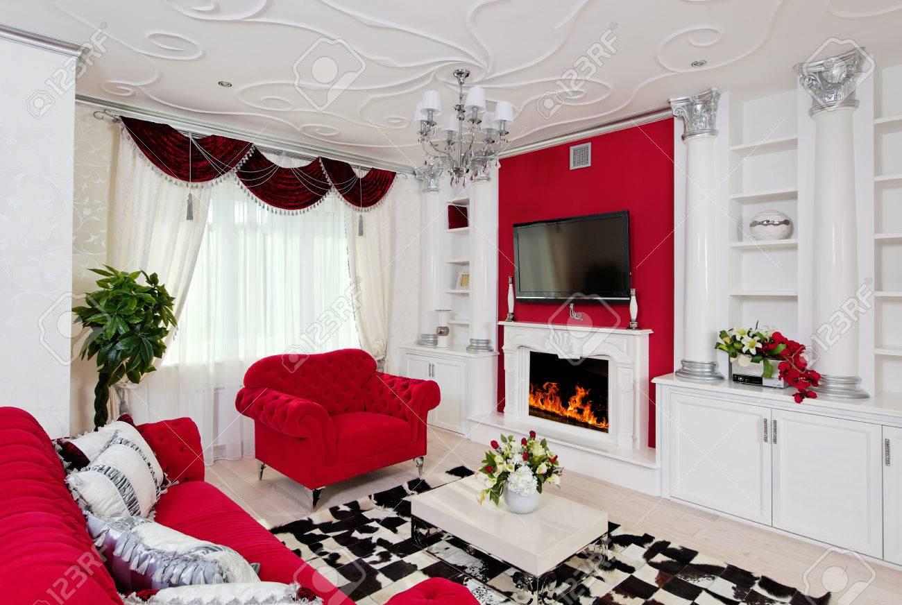 Klassische Wohnzimmer Innenraum In Weiß, Silber Und Rot Lizenzfreie ...
