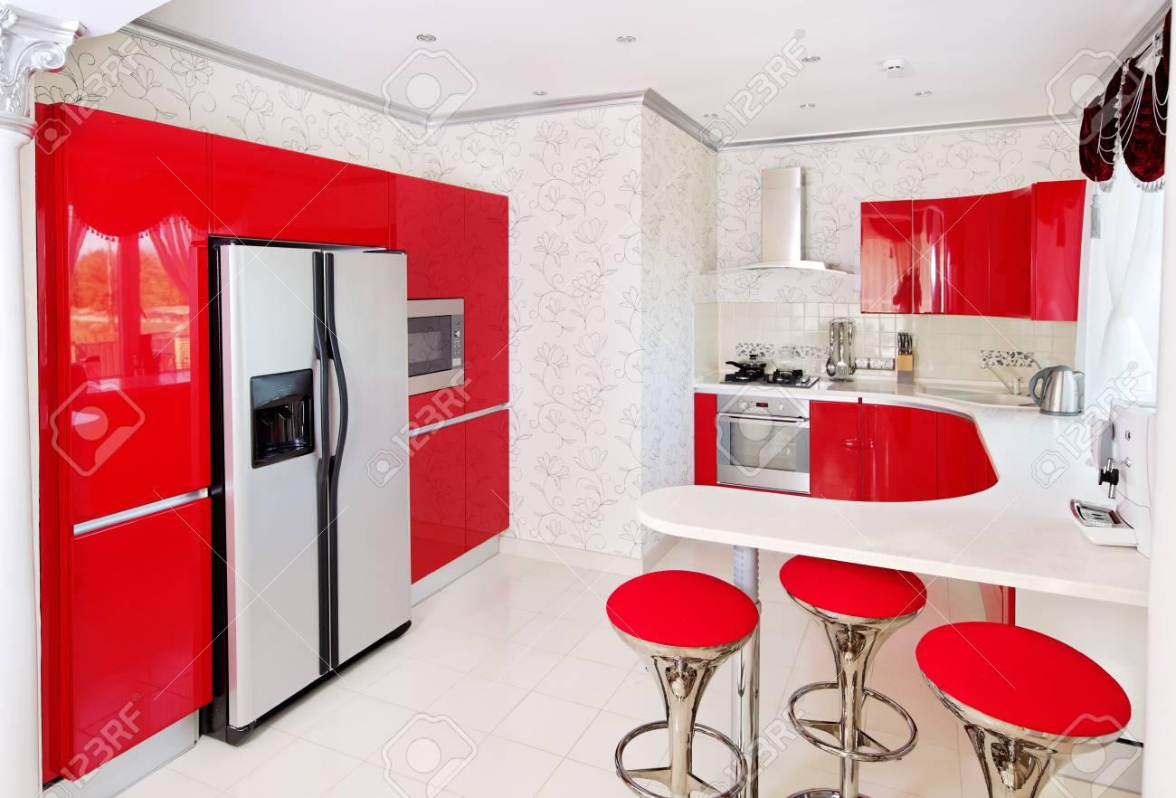 Cuisine Rouge Brillant intérieur moderne de cuisine rouge brillant banque d'images et