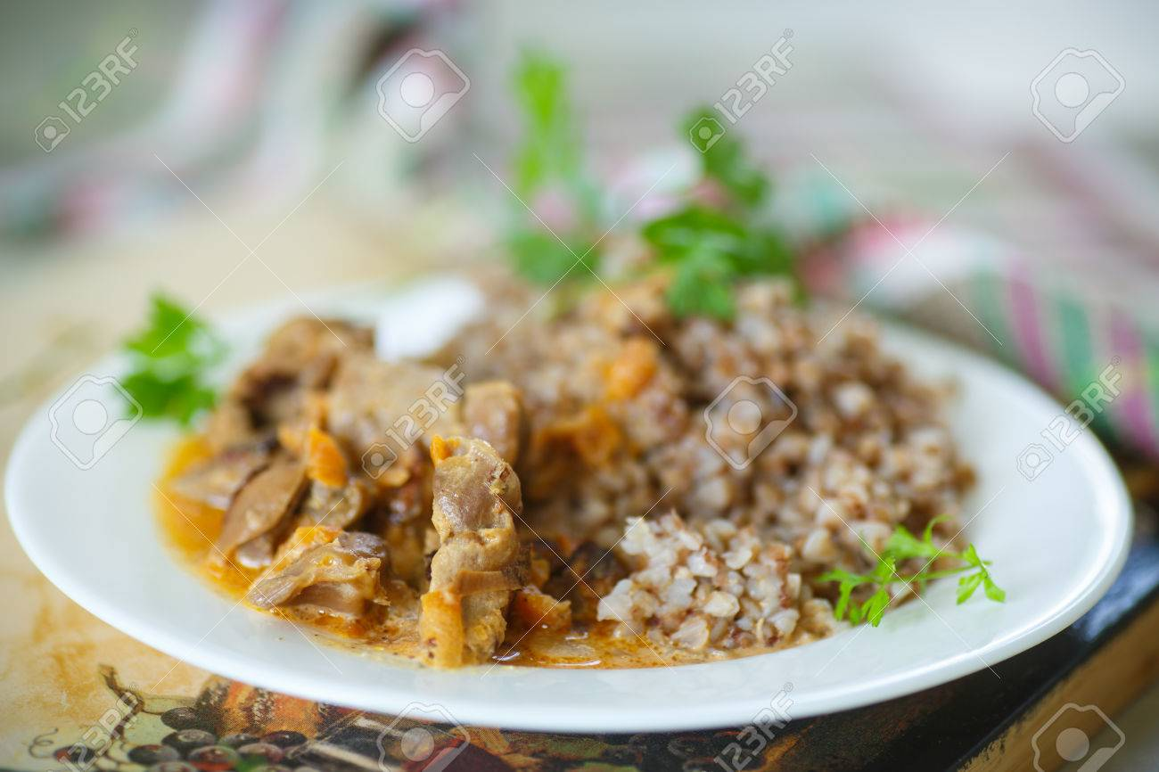 buckwheat cooked with stewed chicken gizzards in gravy