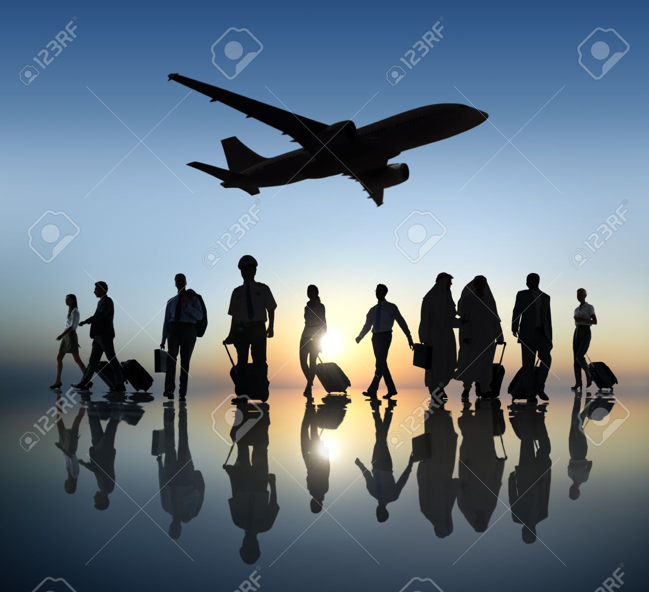 Group of Business People Traveling - 31308405