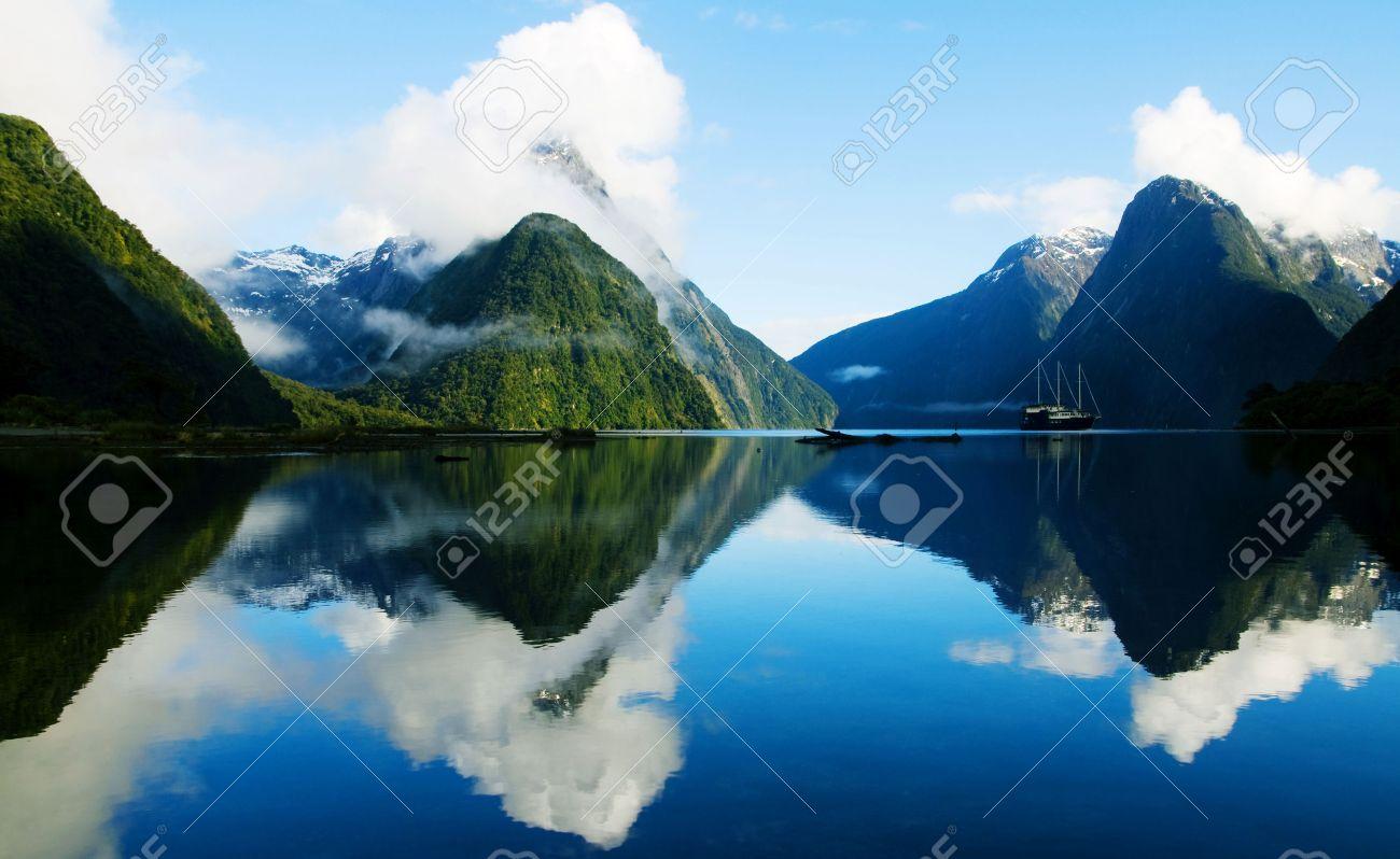 Milford Sound, Fiordland, New Zealand. - 31336392