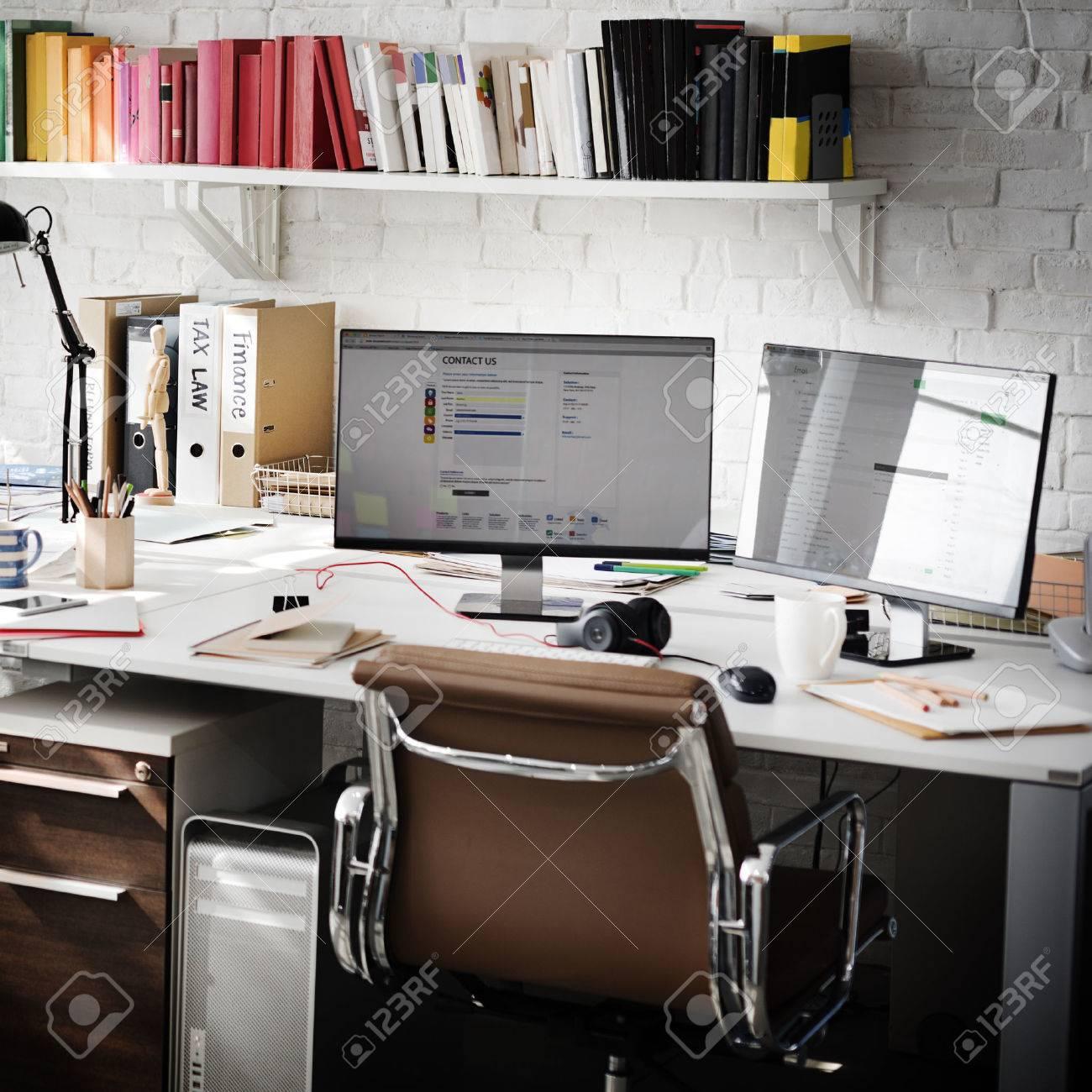 Modernes Zimmer Arbeitsplatz Bürobedarf Konzept Lizenzfreie Fotos ...