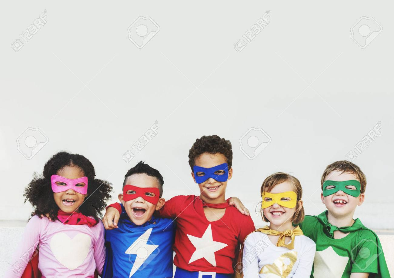 Superheroes Kids Friends Playing Togetherness Fun Concept Banque d'images - 58055243