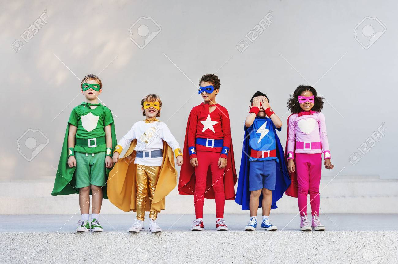 Superheroes Kids Friends Playing Togetherness Fun Concept Banque d'images - 58055250