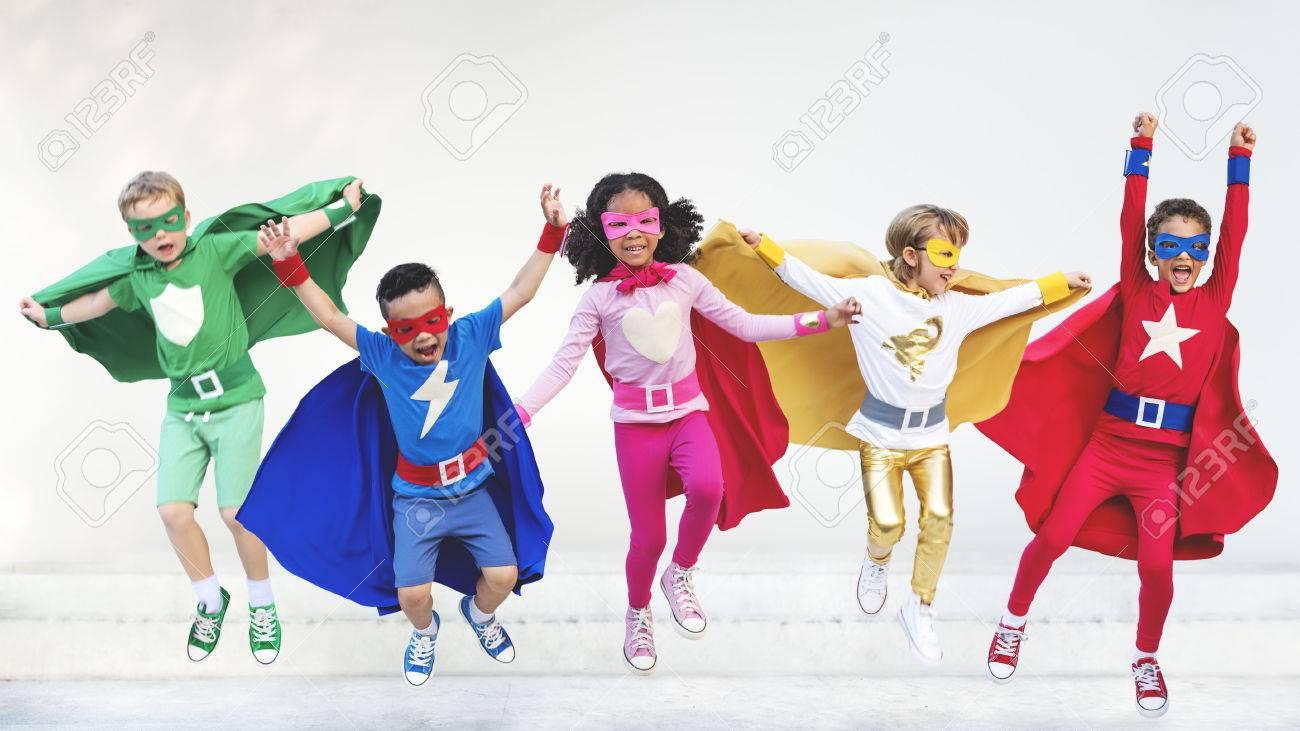 Superheroes Enfants Amis Jouer Ensemble Fun Concept Banque d'images - 58176622