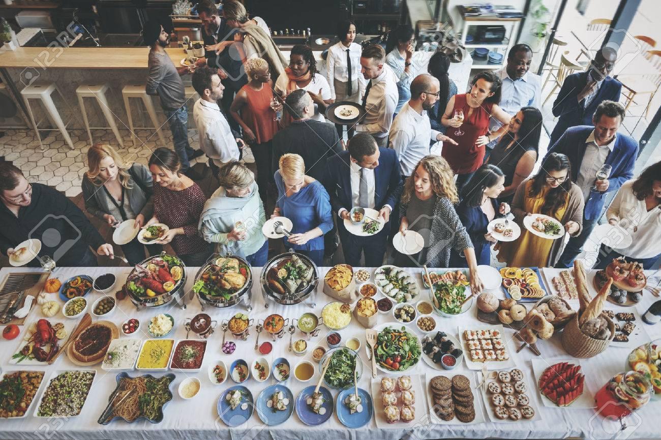 Collègues Amis Déjeuner Dîner alimentaire Ensemble Manger Concept Banque d'images - 59655000