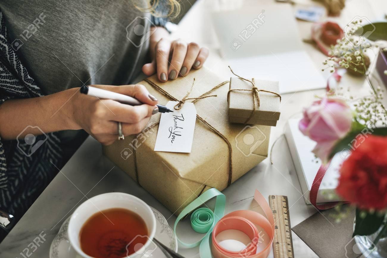Surprise Emballage cadeau Concept anniversaire Banque d'images - 60595917