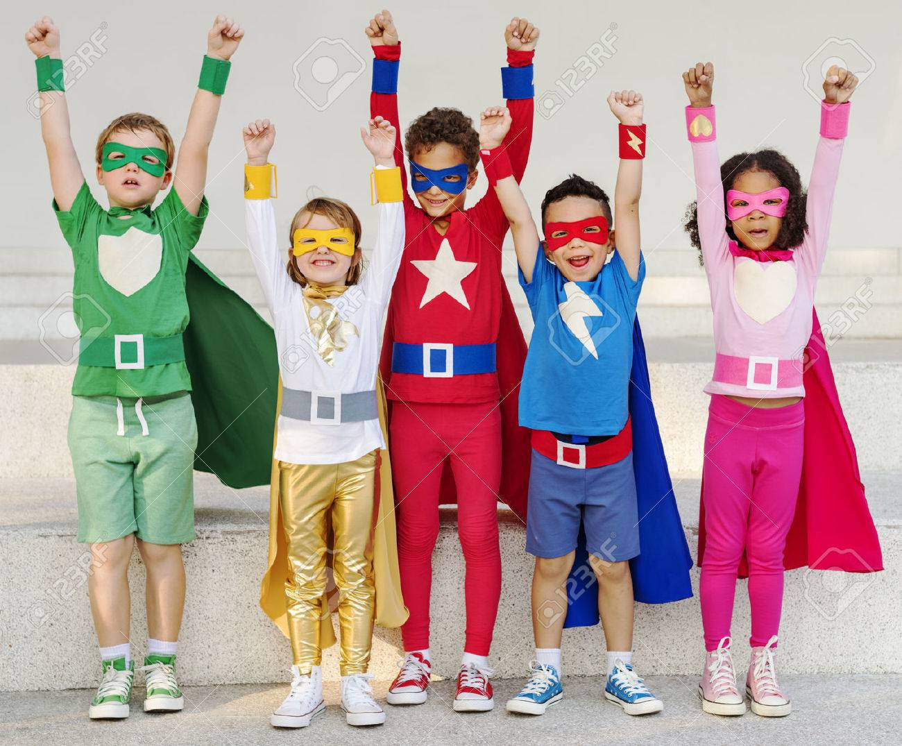 Superheroes Kids Friends Playing Togetherness Fun Concept Banque d'images - 60692484