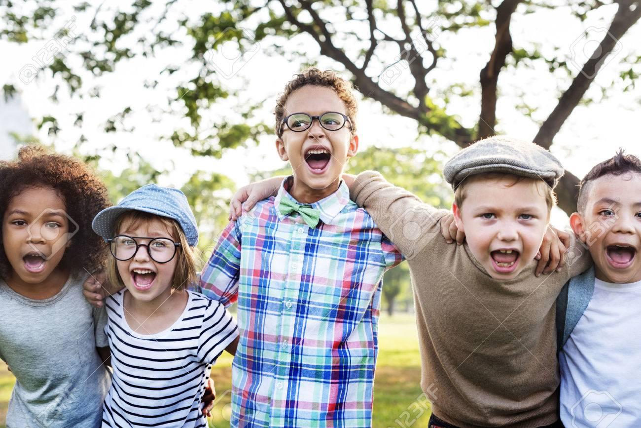Enthousiaste Hipster étudiants diversité Concept Banque d'images - 61607243