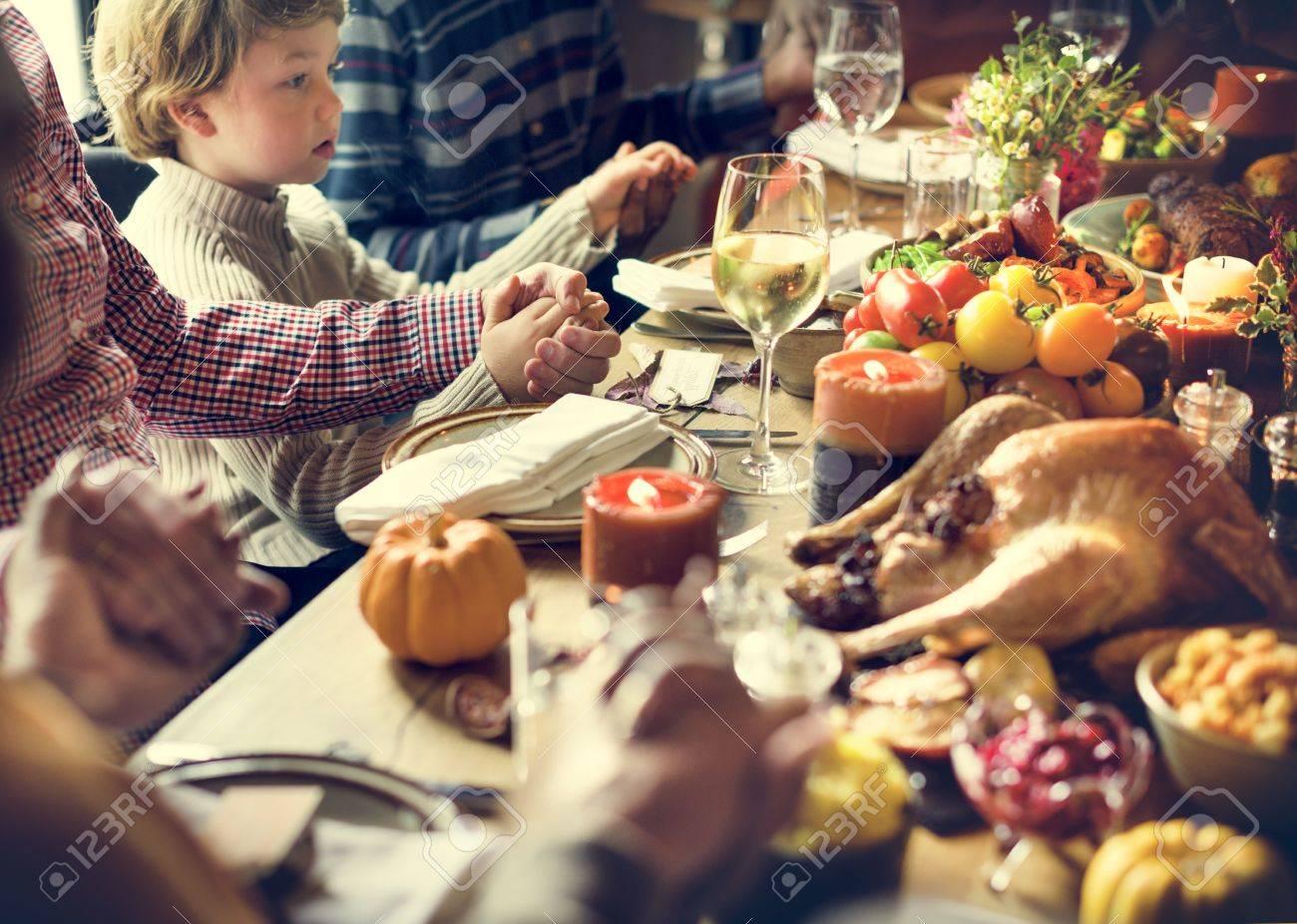 Thanksgiving Celebration Tradition Family Dinner Concept Standard-Bild - 64077980