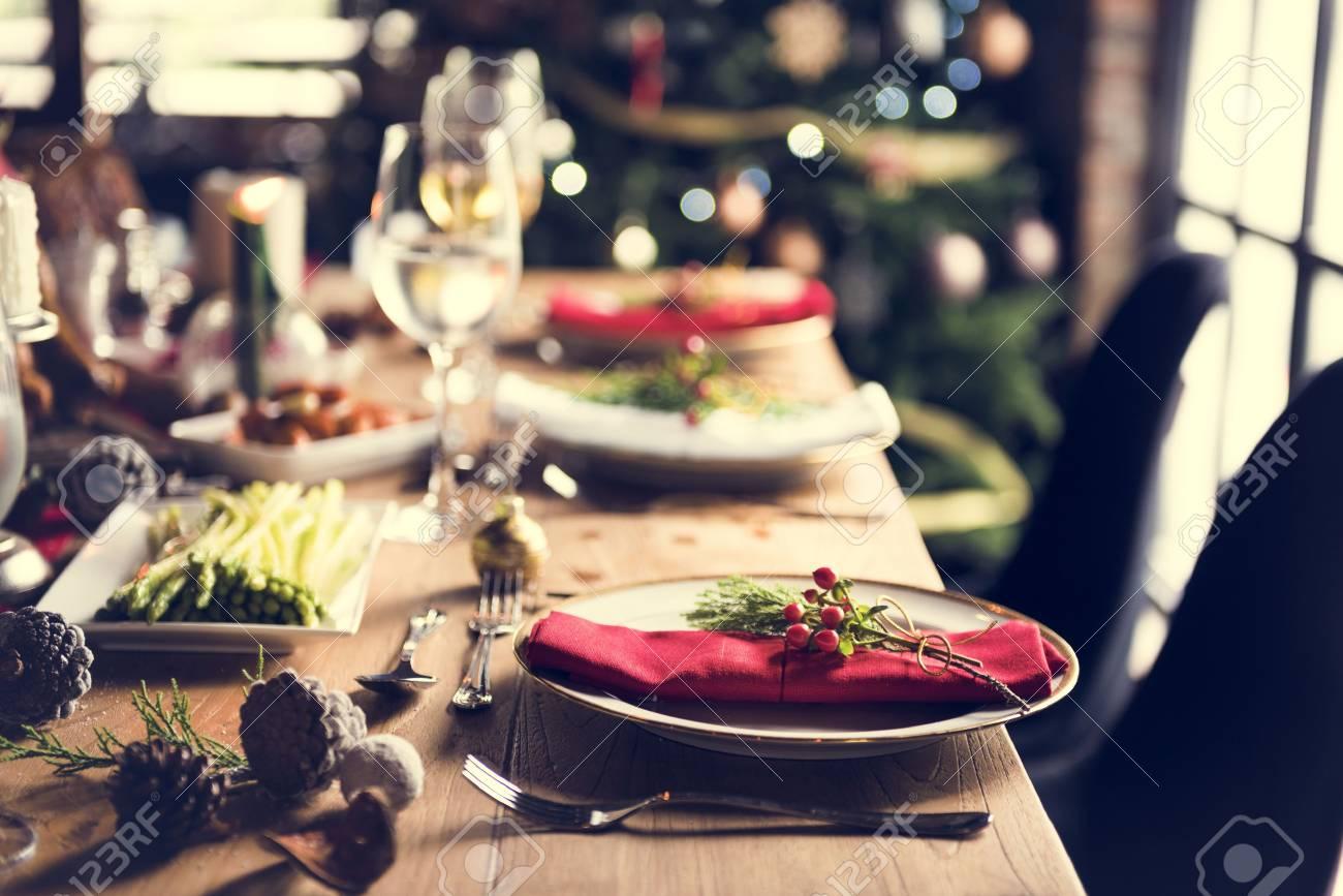 Christmas Family Dinner Table Concept Standard-Bild - 65478006