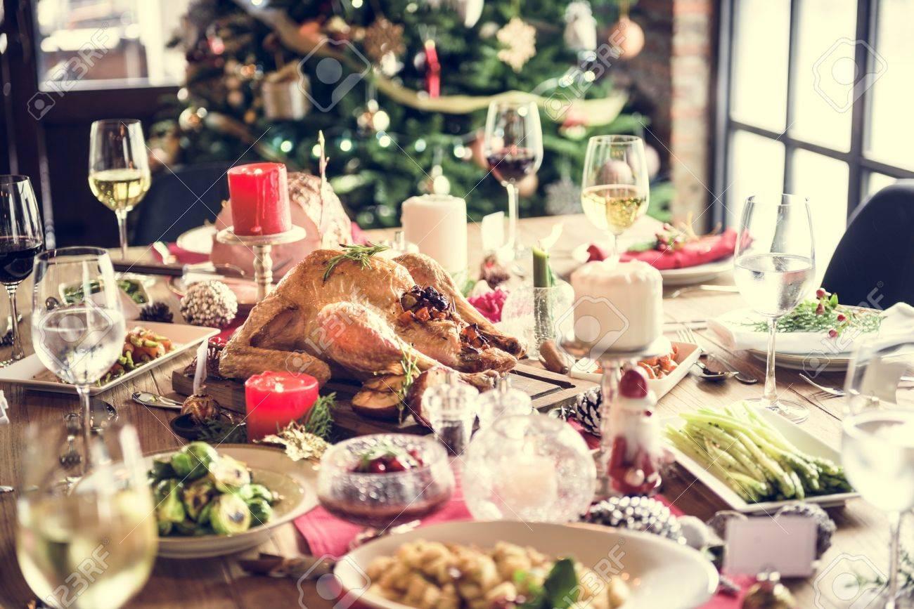Christmas Family Dinner Table Concept Standard-Bild - 65478421