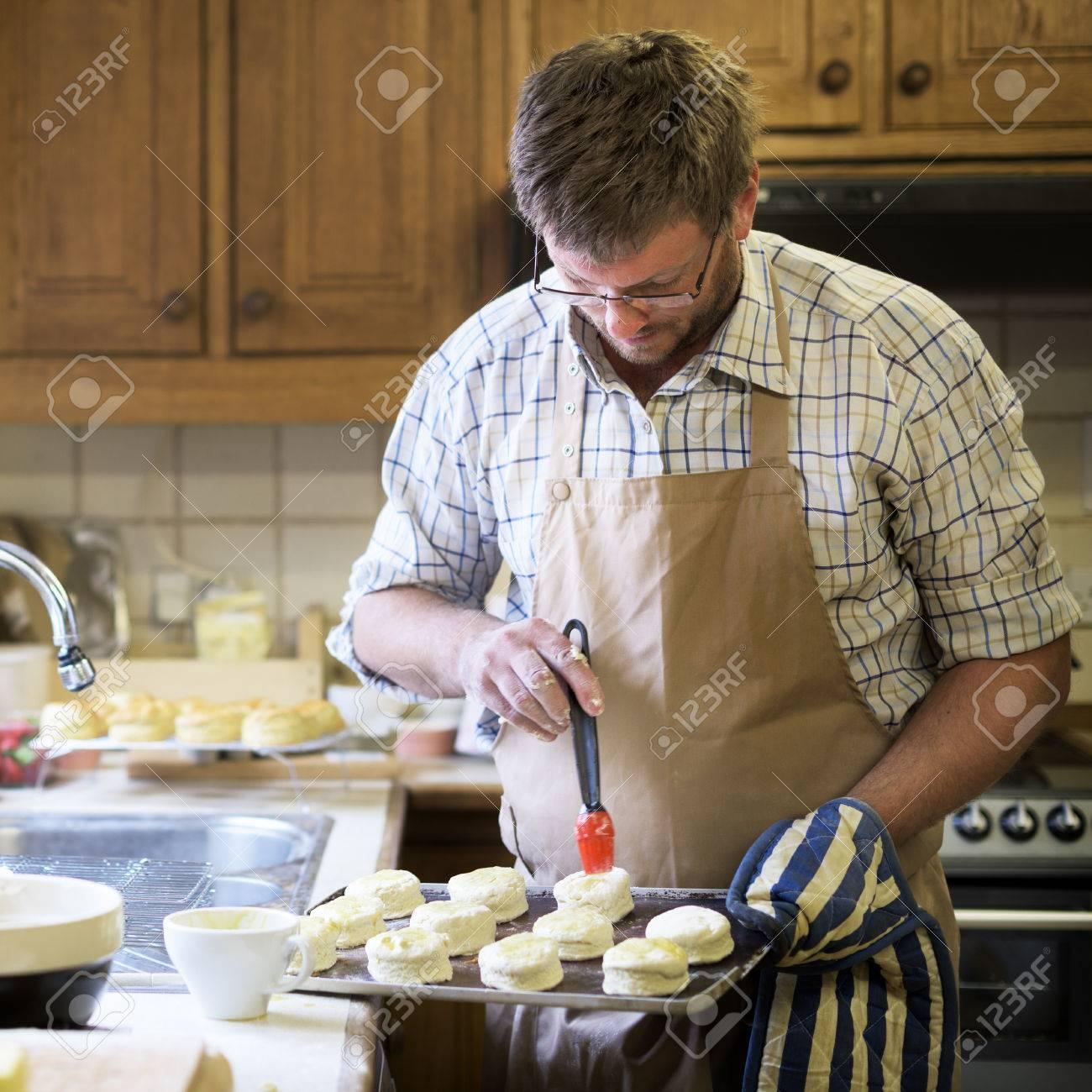 Hombre Delantal De Cocina Para Hornear Panadera Concept Fotos