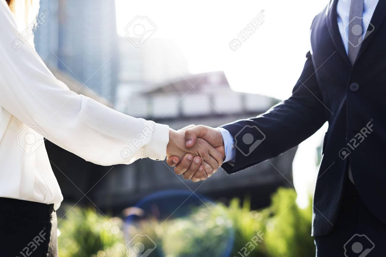 Männer Frauen Geschäftsvereinbarung Hände Schütteln Lizenzfreie ...