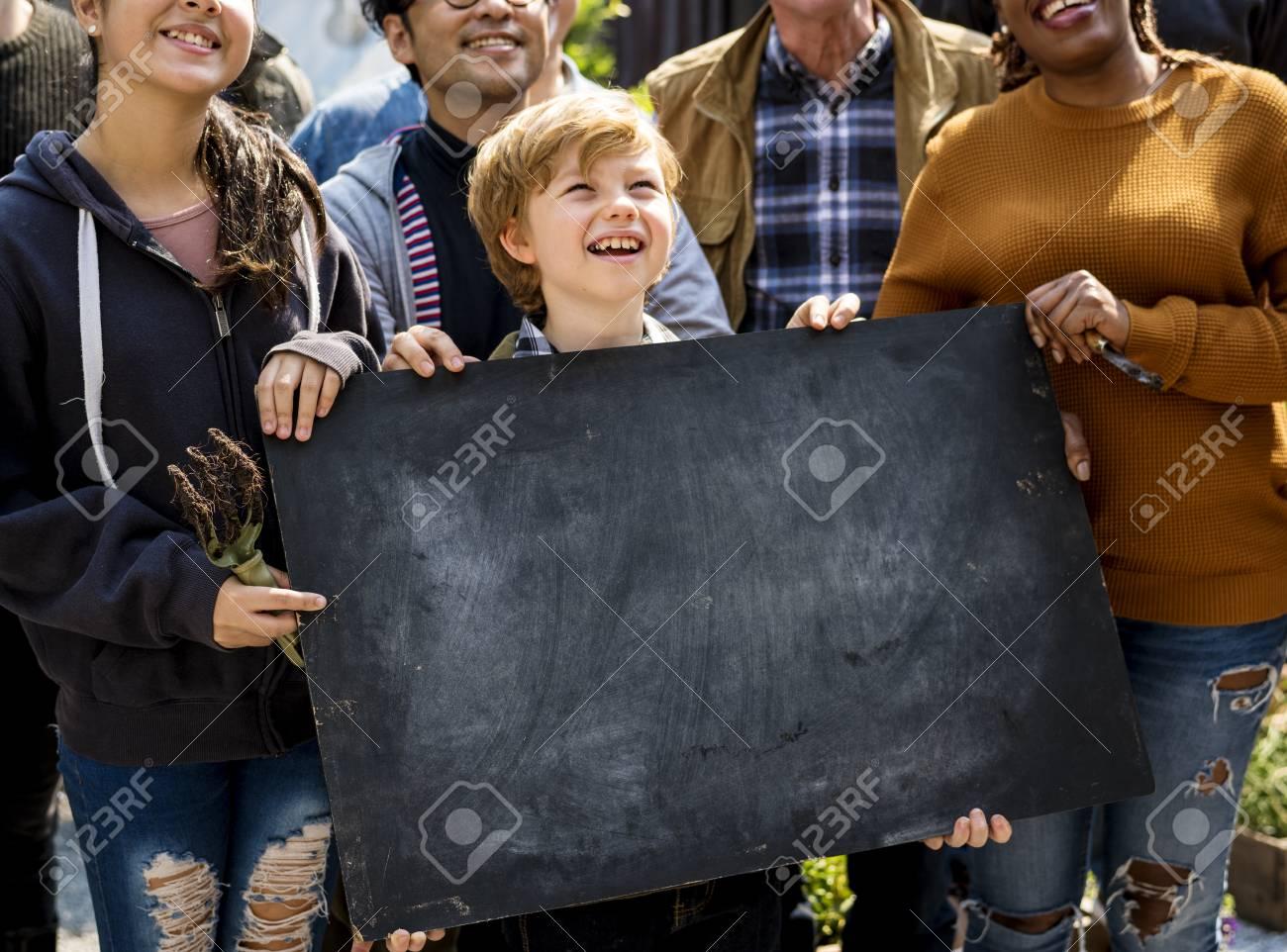 Boy holding copyspace blackboard at farmers market festival - 76706498