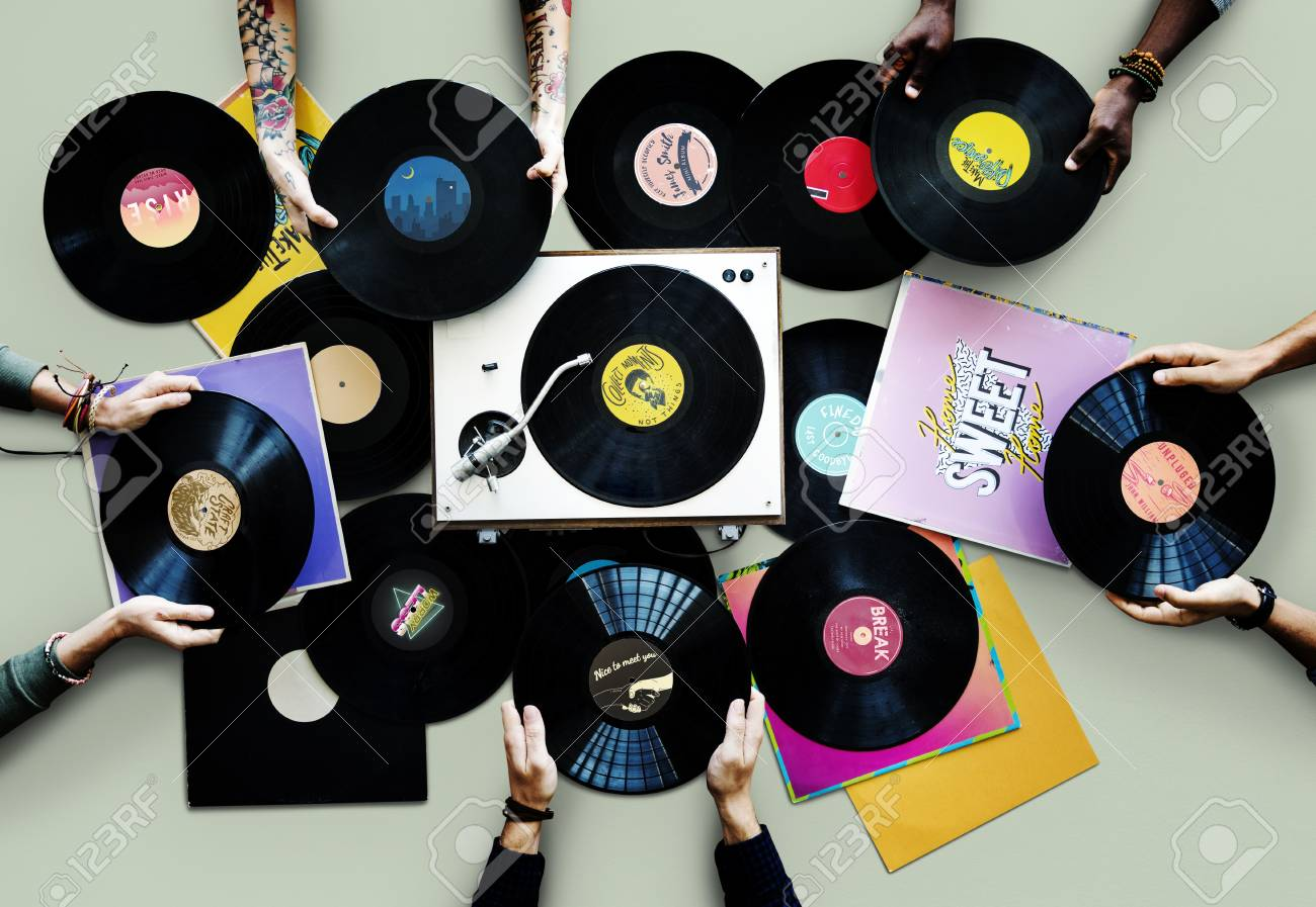 Hands with vinyl records - 113427614