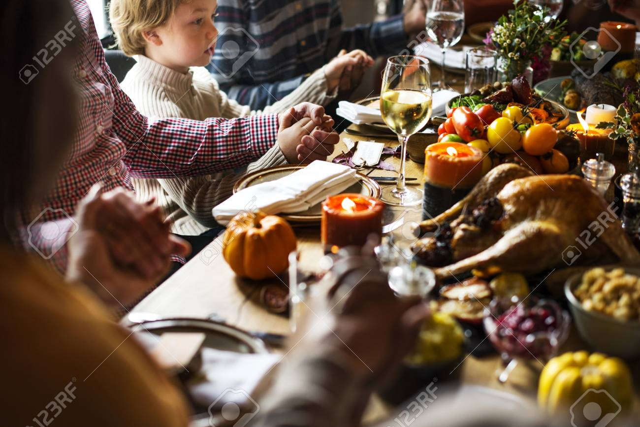 People are celebrating Thanksgiving day - 89679402