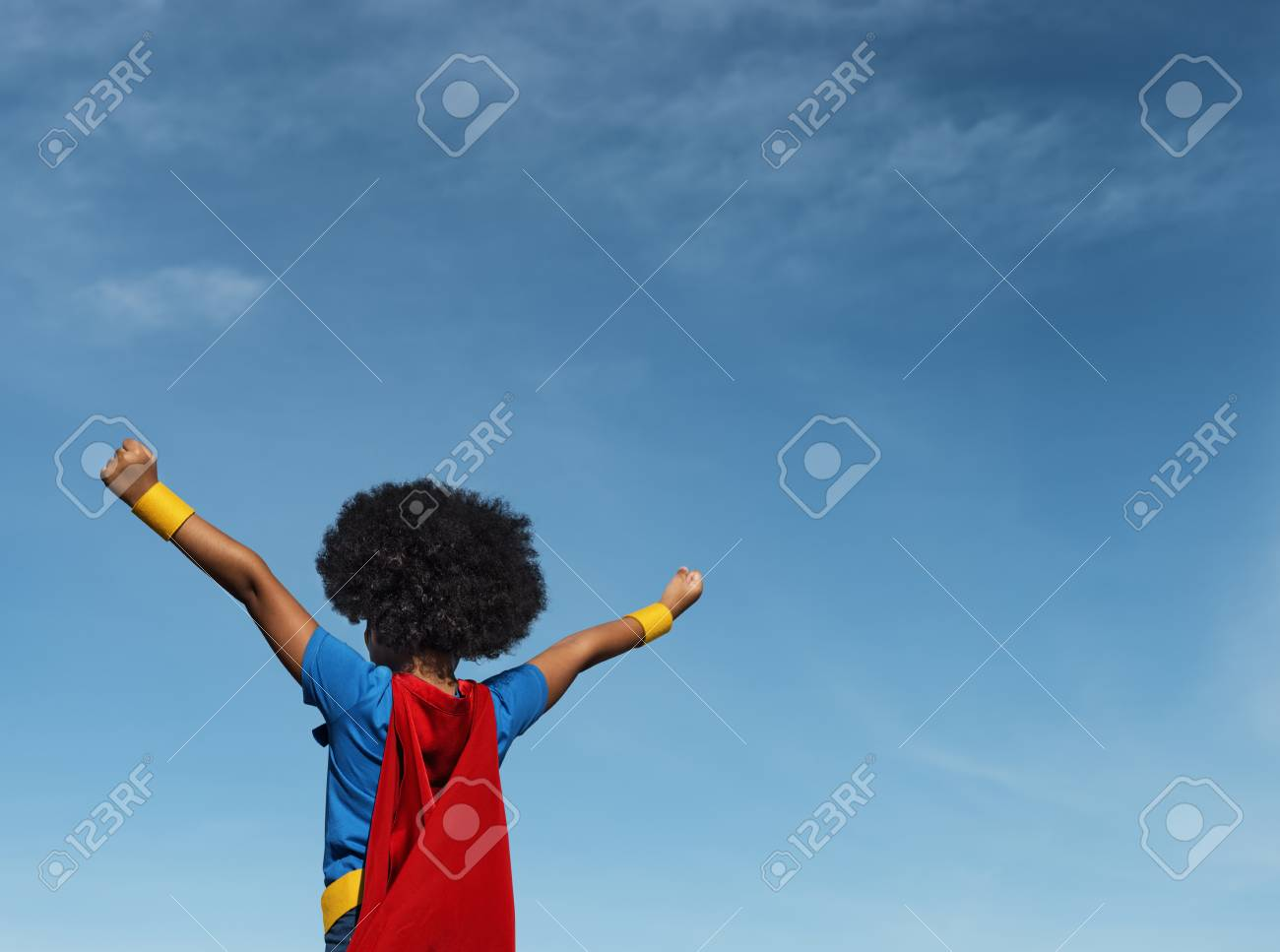 Girl with afro playing superhero - 90667107