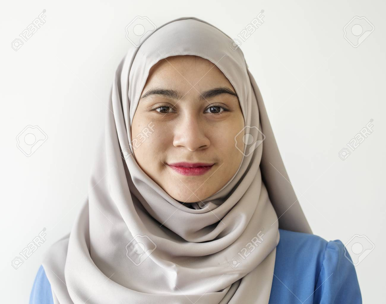 Portrait of a Muslim woman - 102861410