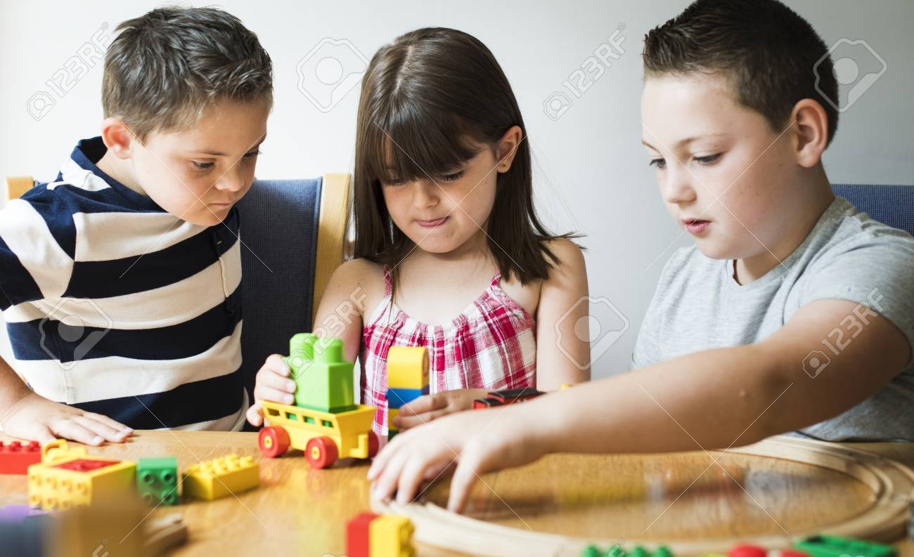 Siblings playing with blocks, trains and cars - 113300764
