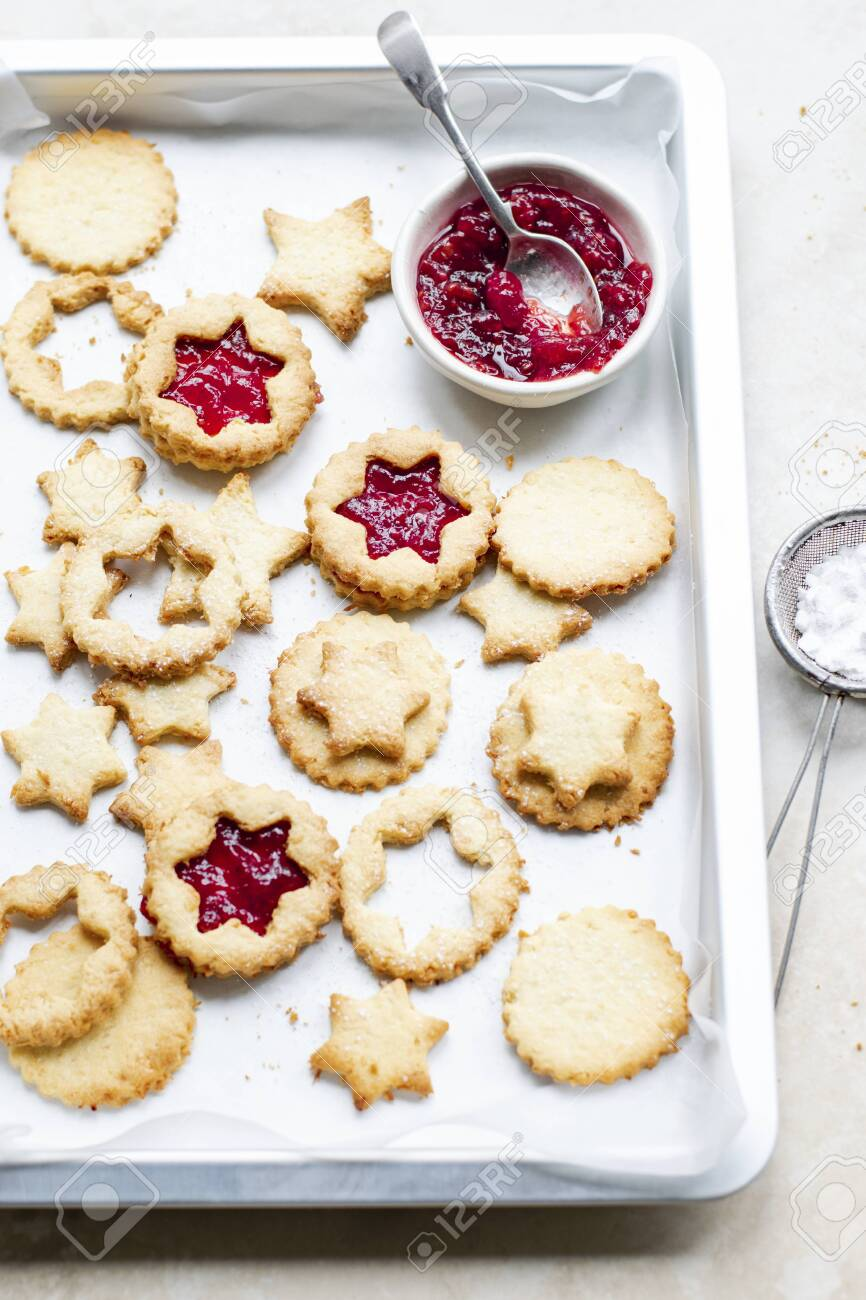 Star shaped cookies filled with cranberry sauce - 120204596