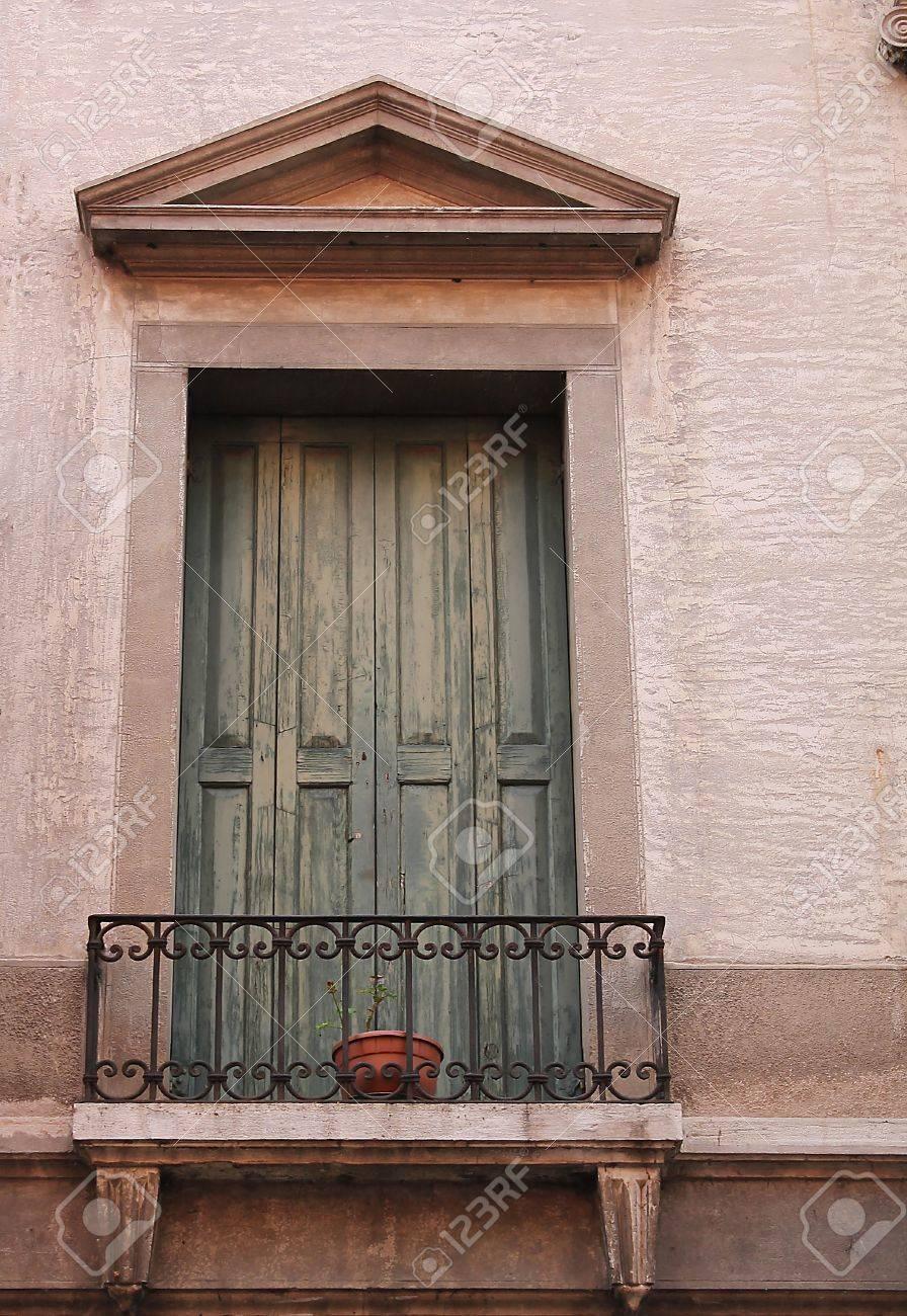 Старый балкон дверь старый балкон дверь в римском стиле фото.