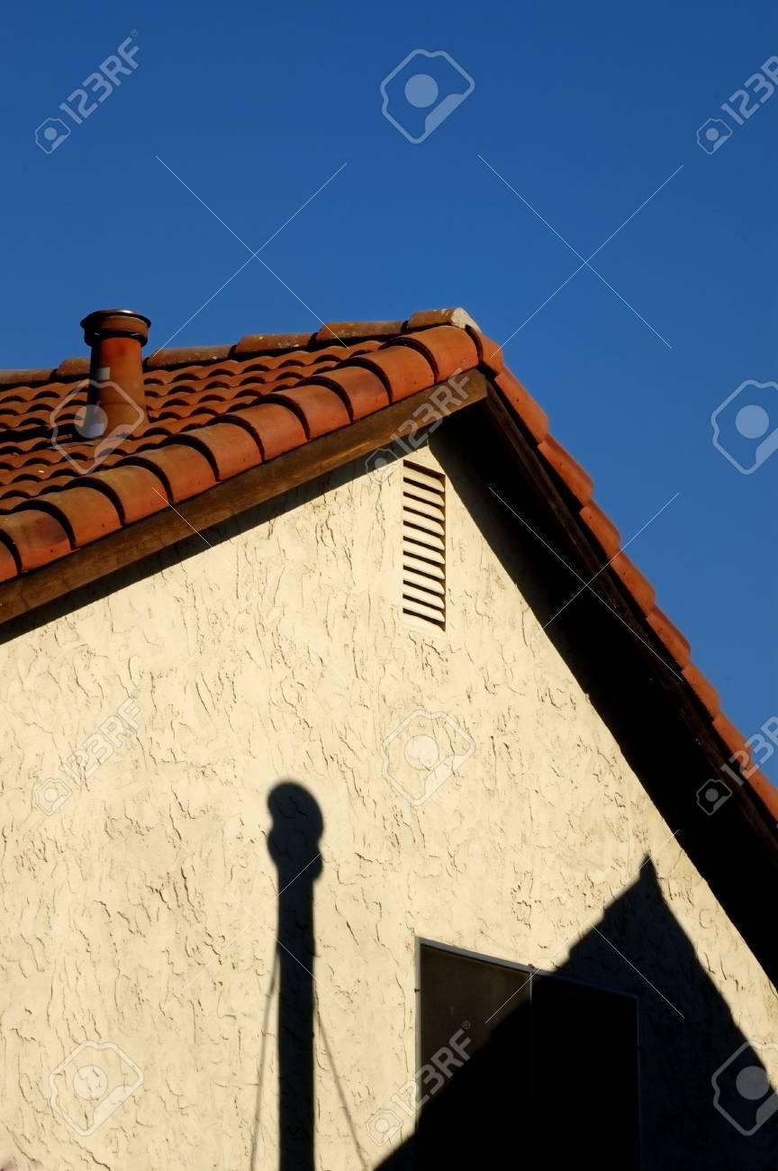 Detail De La Toiture Et La Cheminee D Une Maison Banque D Images Et