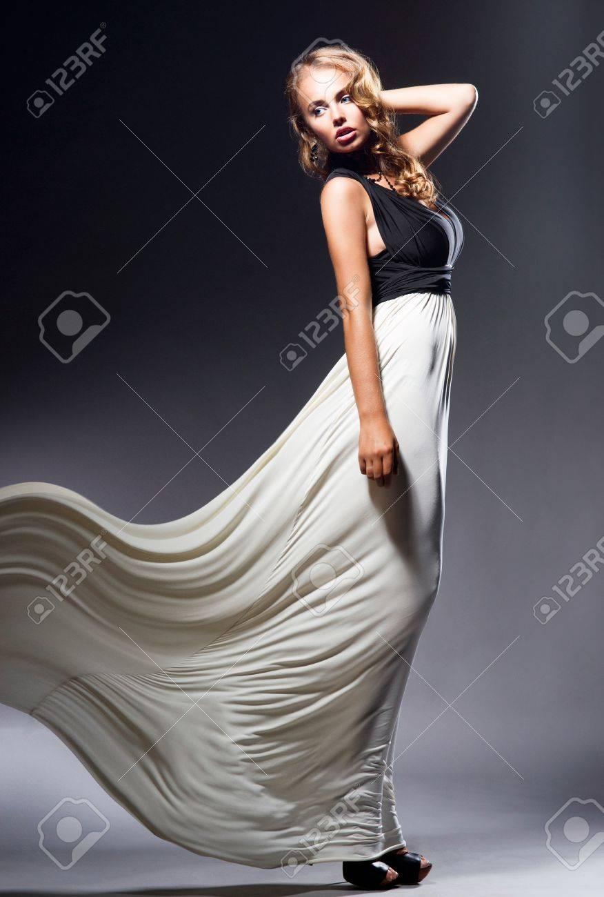 Женщина течет смотреть