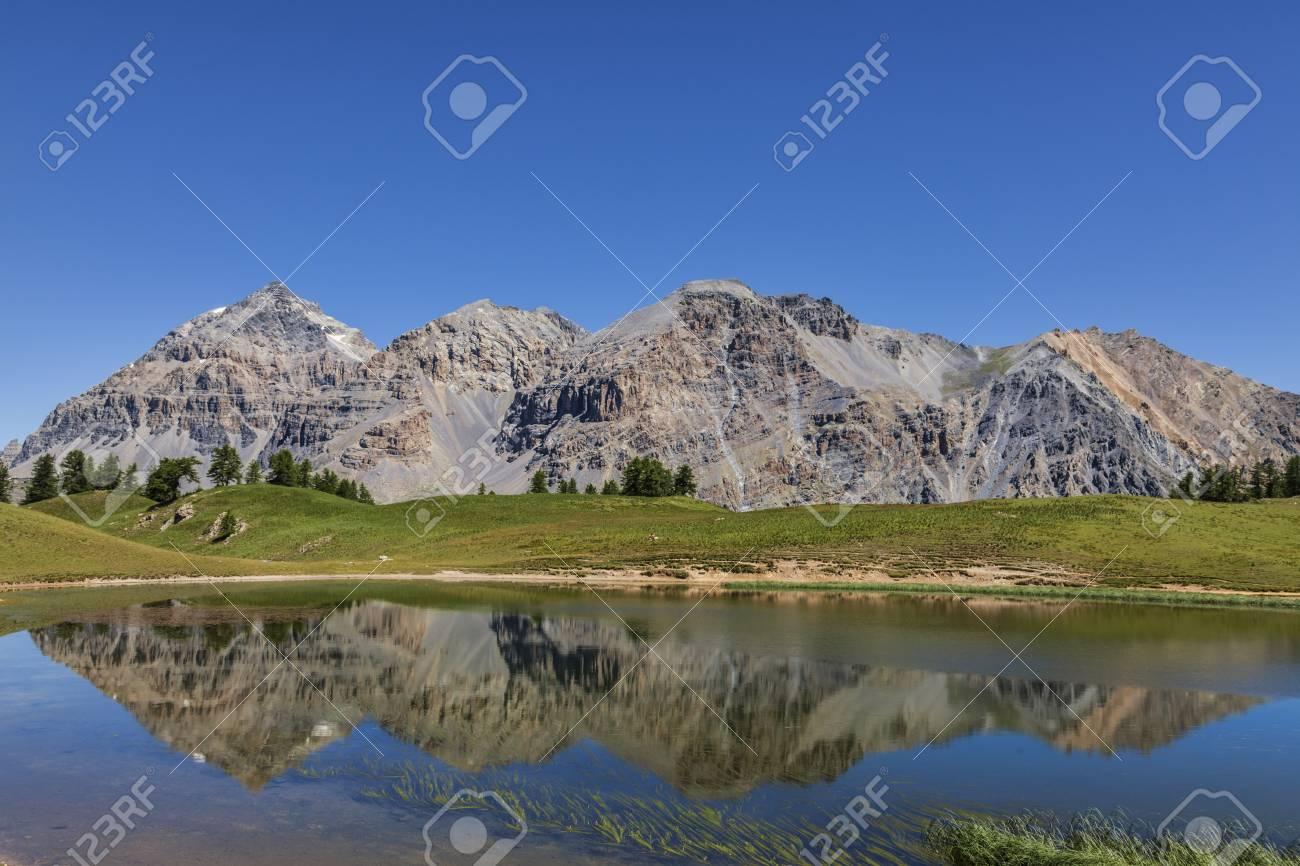 Le Rois Mages Baltazar 3153m, Melchior 2948 m, Gaspard 2808 m , Quatre Soeurs 2587 m and their reflection in the lake Chavillon on Etroite Valley- Hautes-Alpes - 28037005