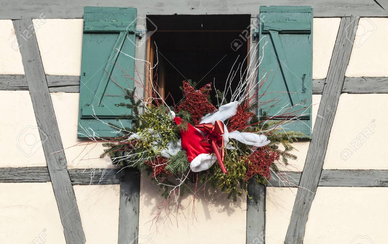 Detail D Une Maison De La Moitie Du Bois Avec Une Decoration De Noel