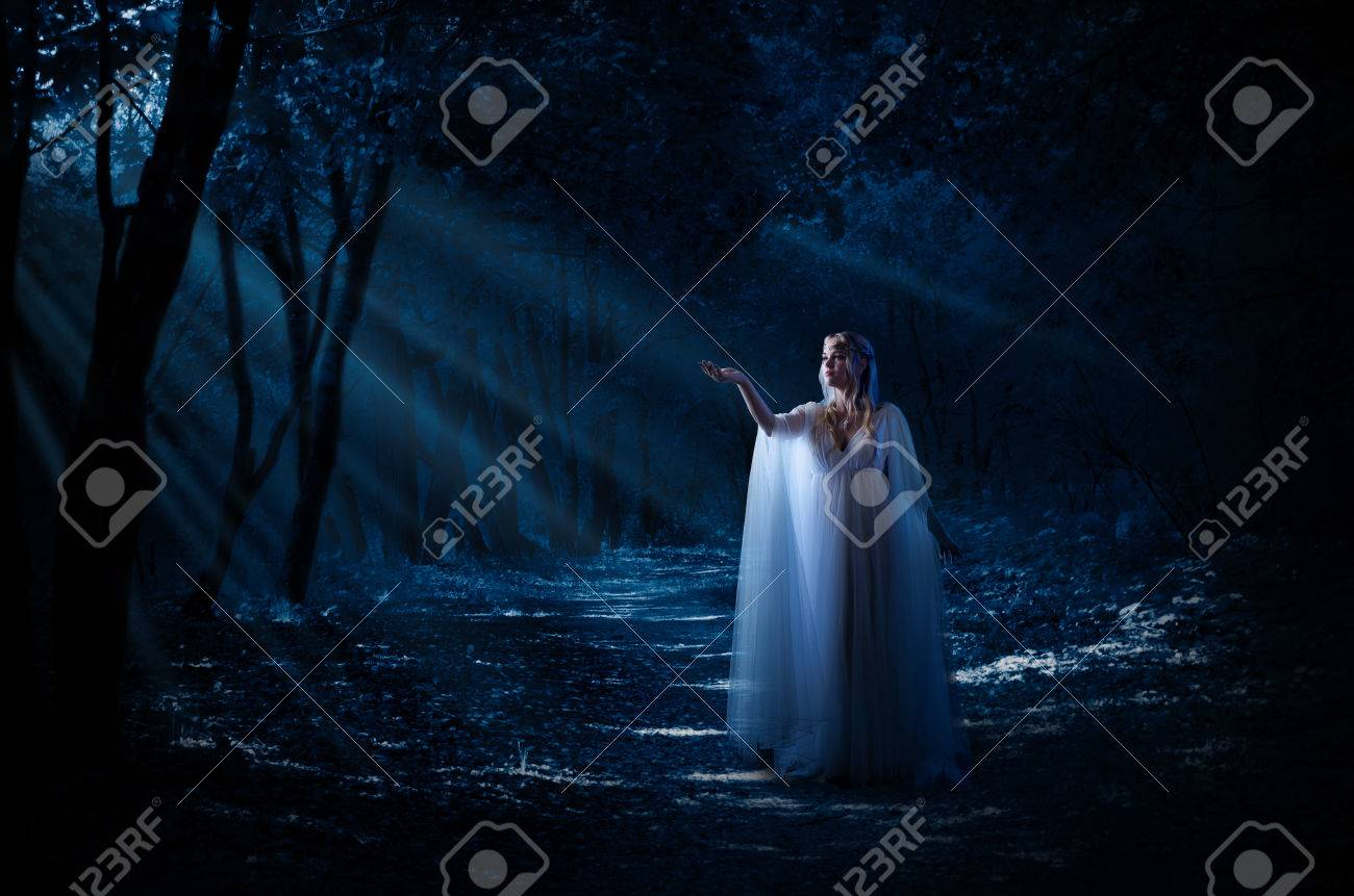 Elven girl in the forest - 82560144